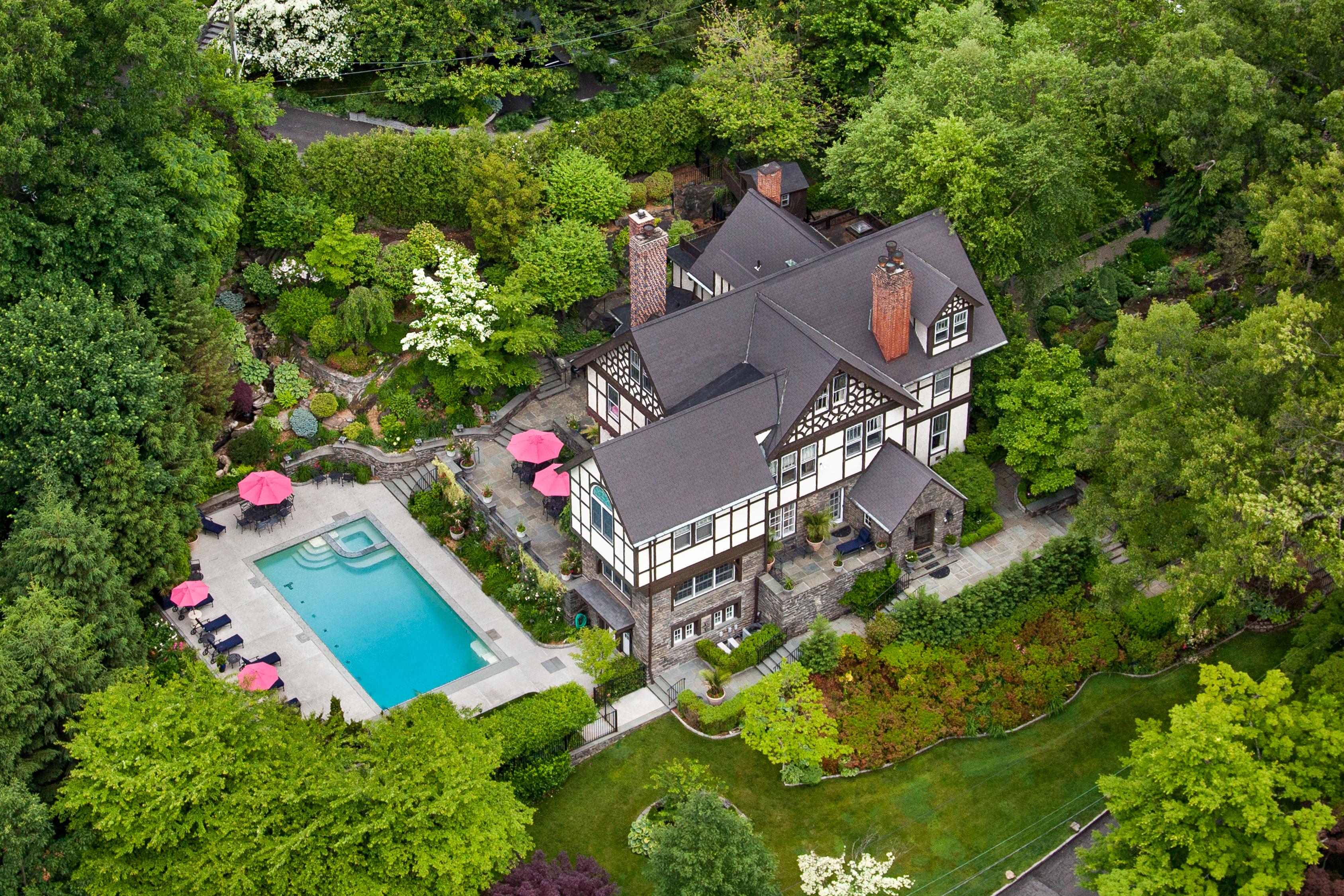 rentals property at Historic Lawrence Park Hilltop