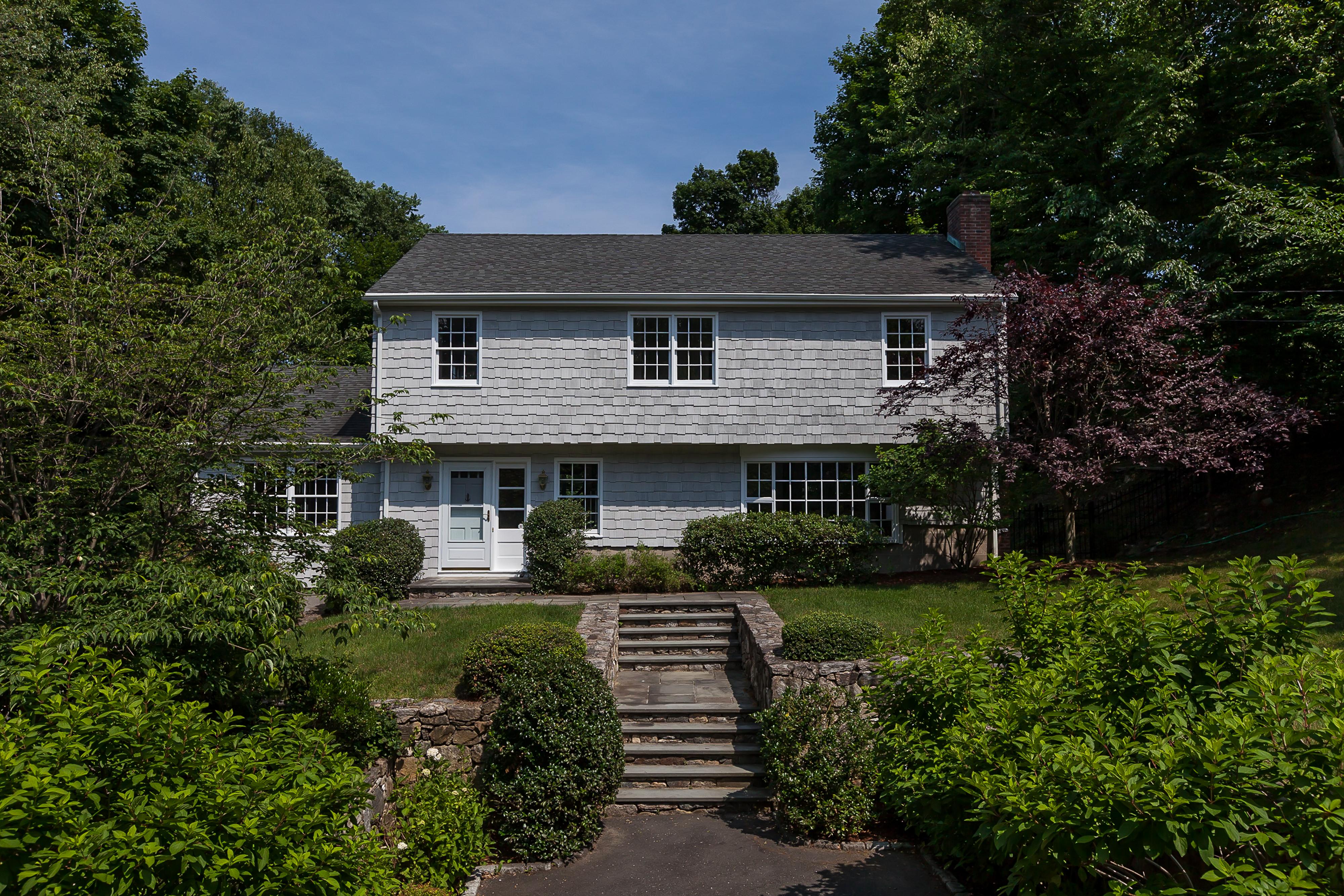 Villa per Vendita alle ore Fabulous Updated Turnkey Colonial 350 Rowayton Avenue Norwalk, Connecticut 06853 Stati Uniti
