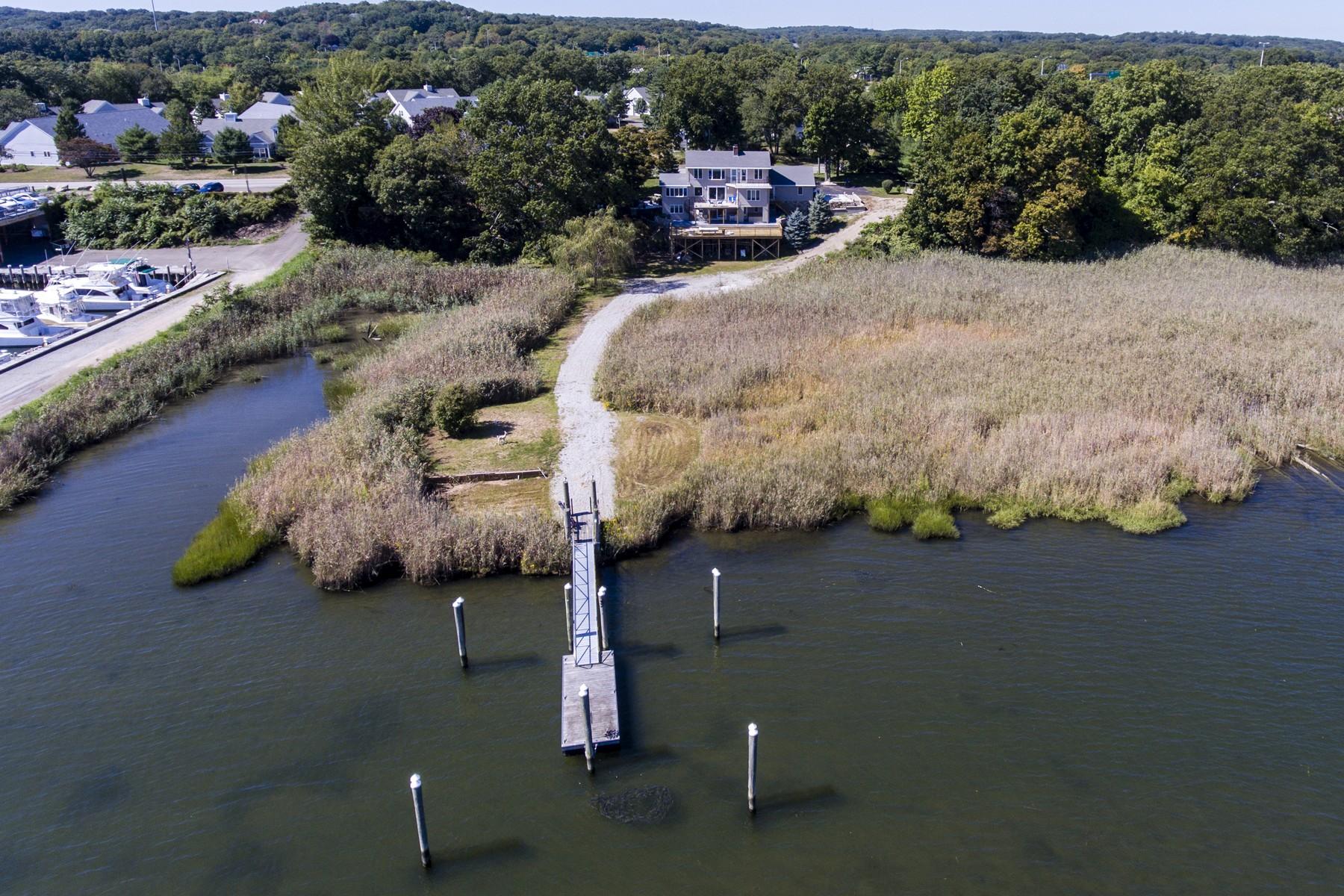Maison unifamiliale pour l Vente à Waterfront Property With Breathtaking Views 180 Ferry Road Old Saybrook, Connecticut, 06475 États-Unis