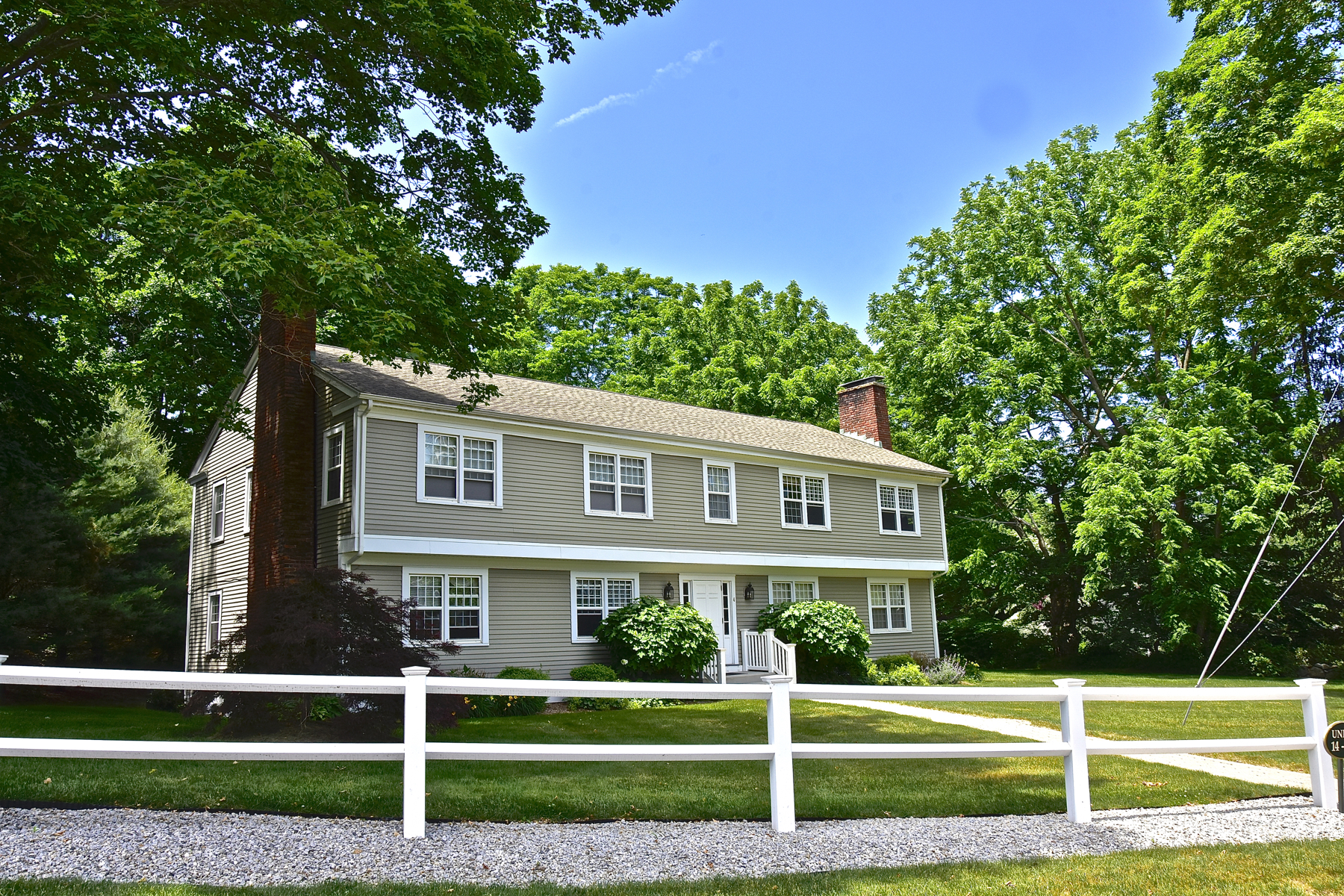 Nhà chung cư vì Bán tại Wonderful Essex Village Condo 38 North Main St 16 Essex, Connecticut, 06426 Hoa Kỳ