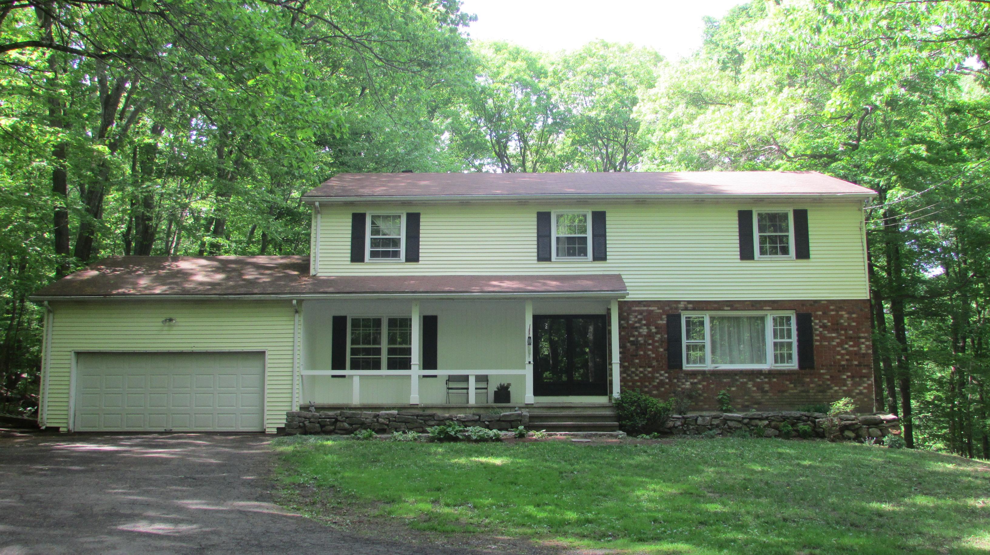 Casa para uma família para Venda às Tranquil Retreat 9 King Street Danbury, Connecticut 06811 Estados Unidos
