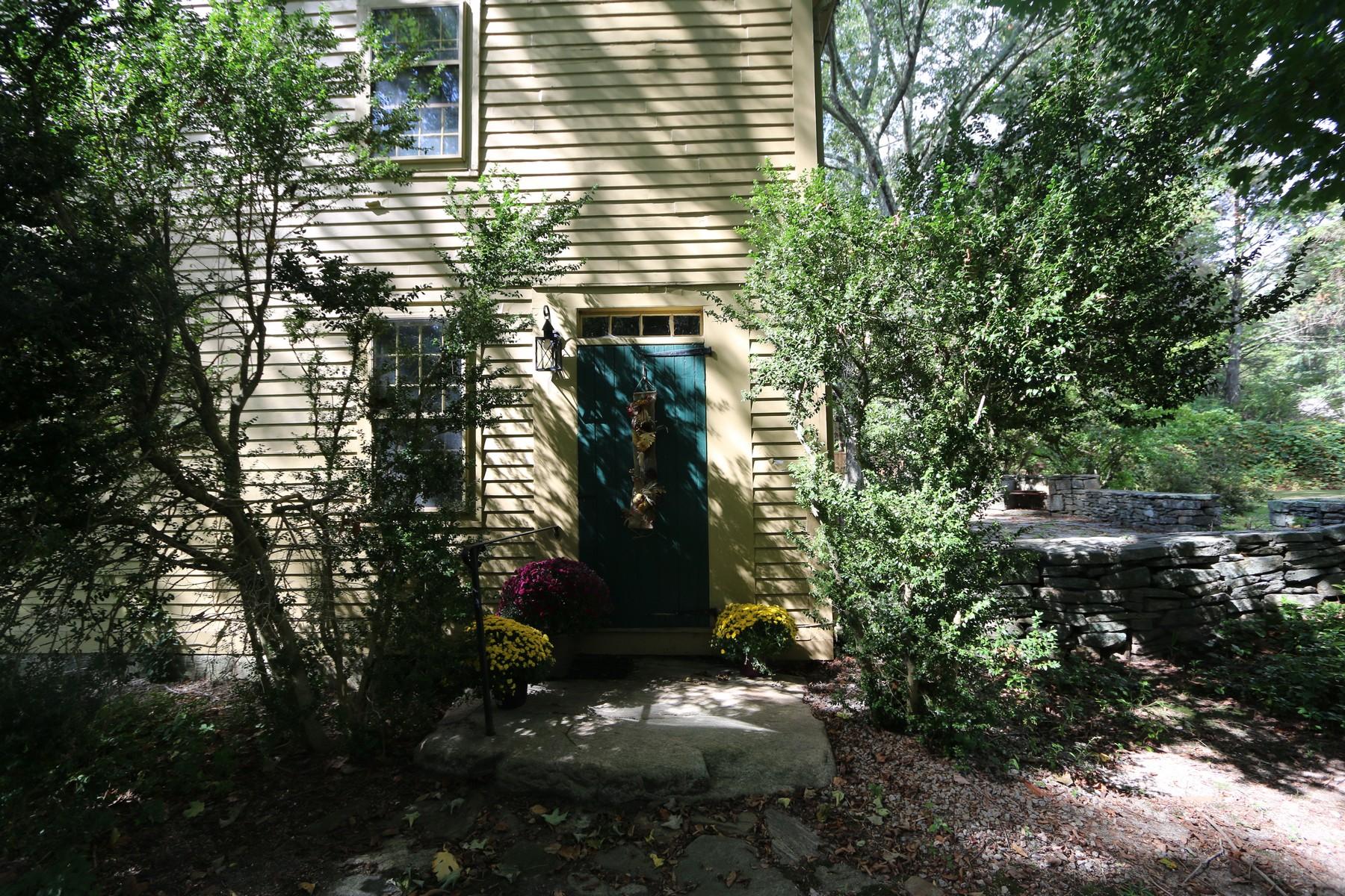 Einfamilienhaus für Verkauf beim Circa 1750 16 East Society Road East Lyme, Connecticut, 06333 Vereinigte Staaten