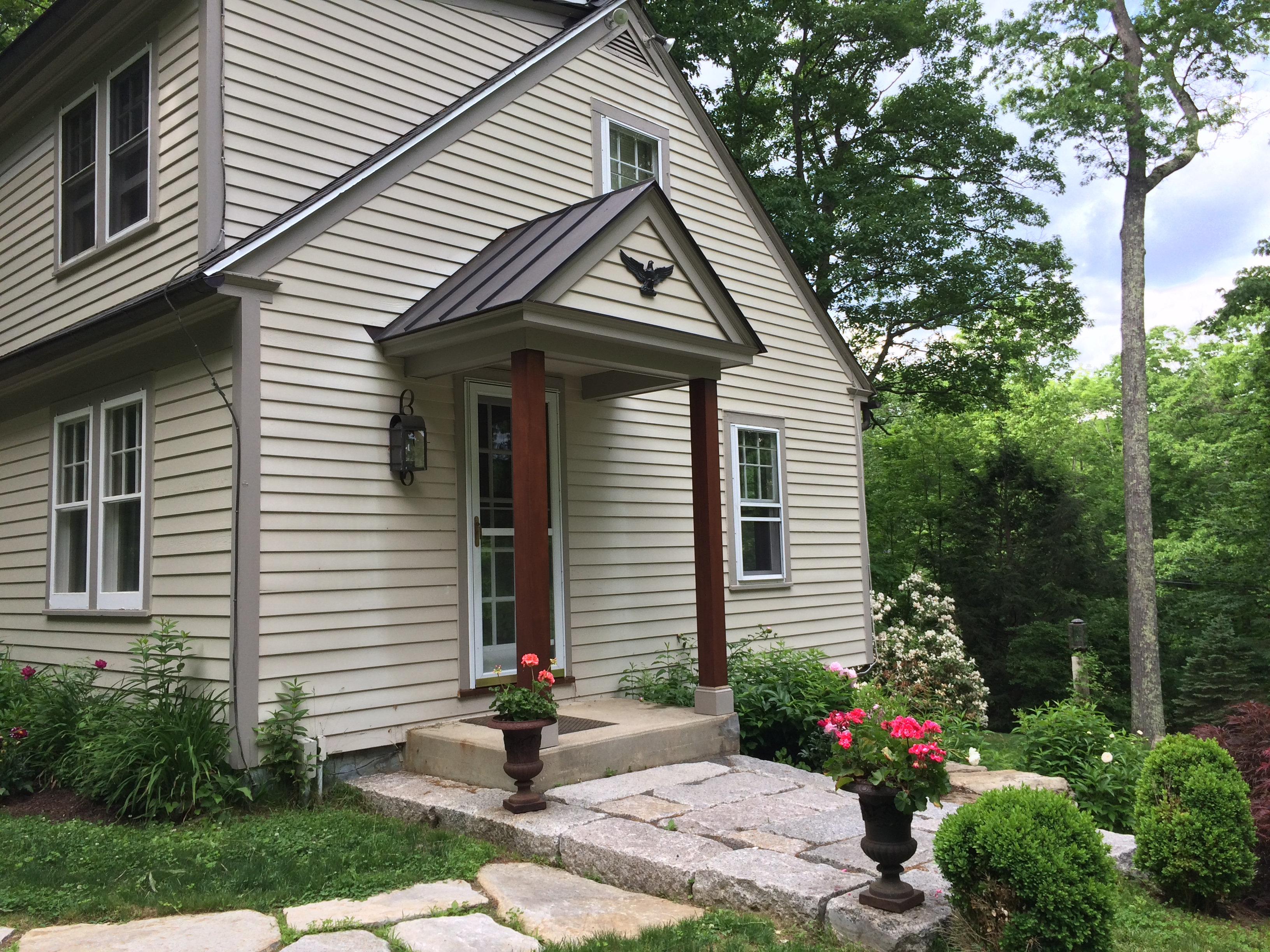 Single Family Home for Sale at Charming Cottage with Access to Lake Waramaug 194 Woodville Rd Warren, Connecticut, 06777 United States