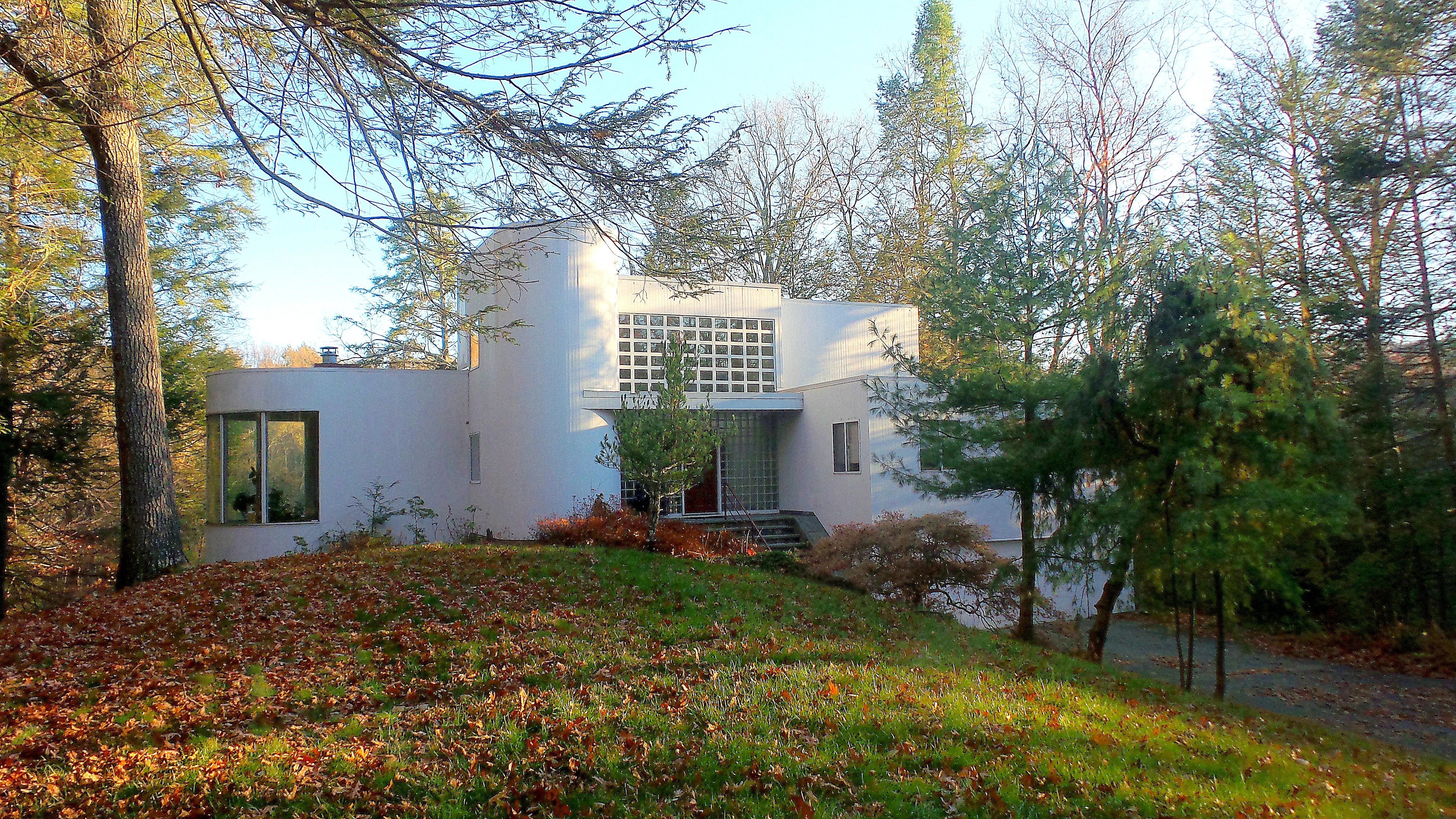 Casa Unifamiliar por un Venta en Bauhaus-Inspired Contemporary 27 Holiday Point Rd Sherman, Connecticut 06784 Estados Unidos