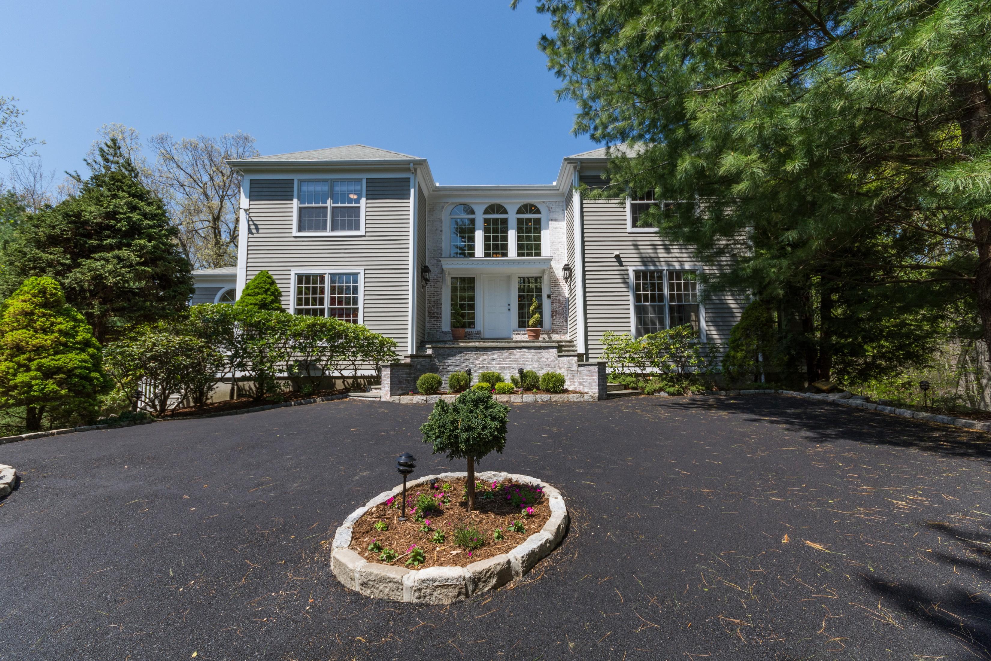 独户住宅 为 销售 在 Stunning Colonial 411 Thayer Pond Road 威尔顿, 康涅狄格州, 06897 美国