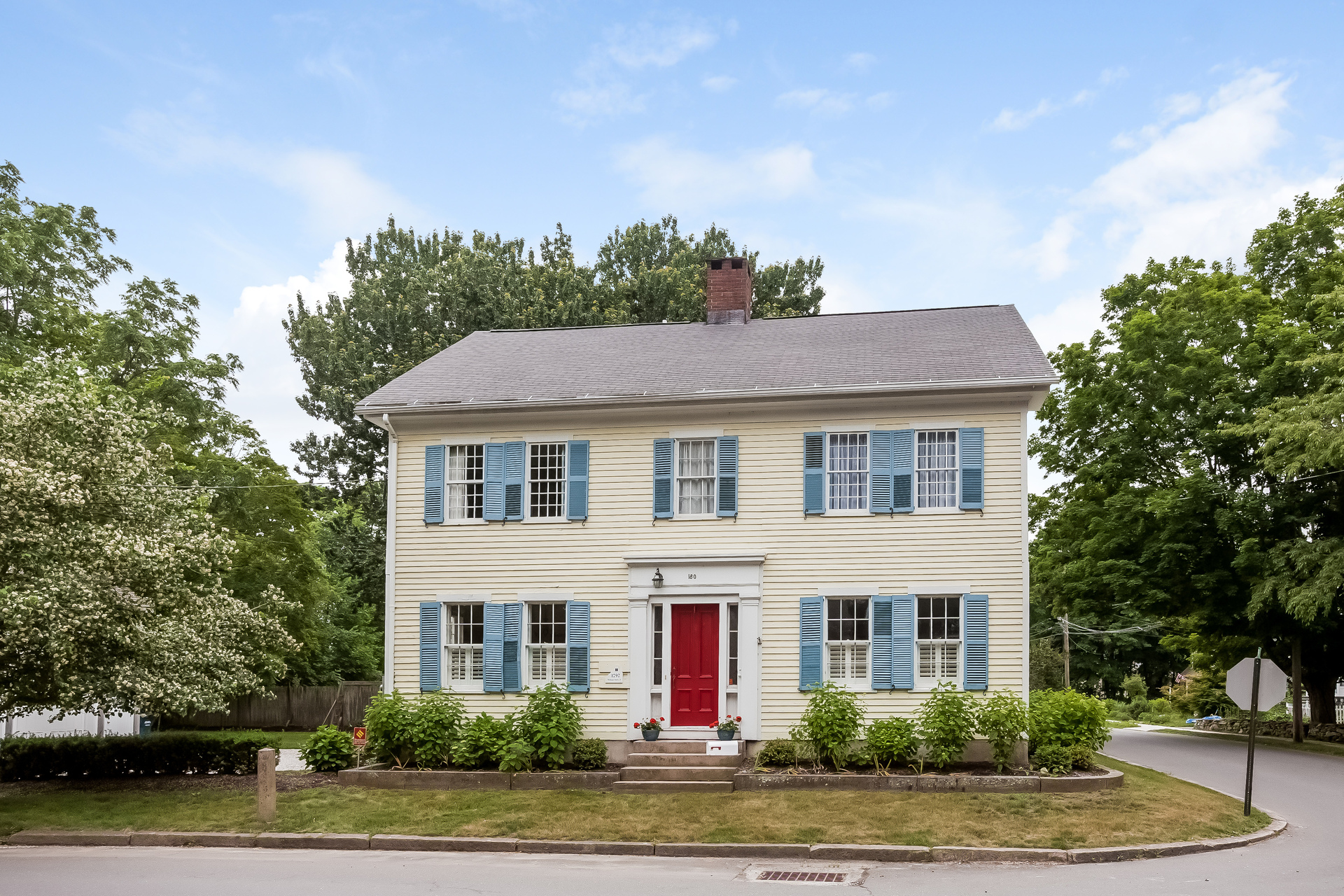 Vivienda unifamiliar por un Venta en Antique Colonial-walk to historic green 180 State St Guilford, Connecticut, 06437 Estados Unidos