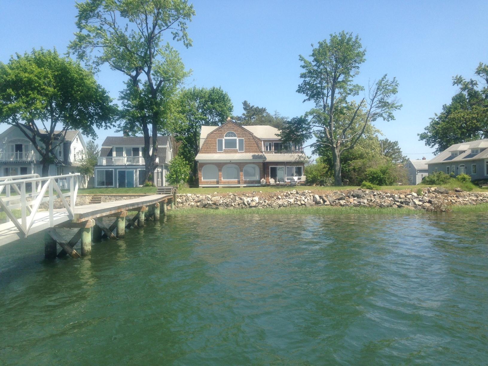 Einfamilienhaus für Verkauf beim 9 Gregory Court Norwalk, Connecticut 06855 Vereinigte Staaten