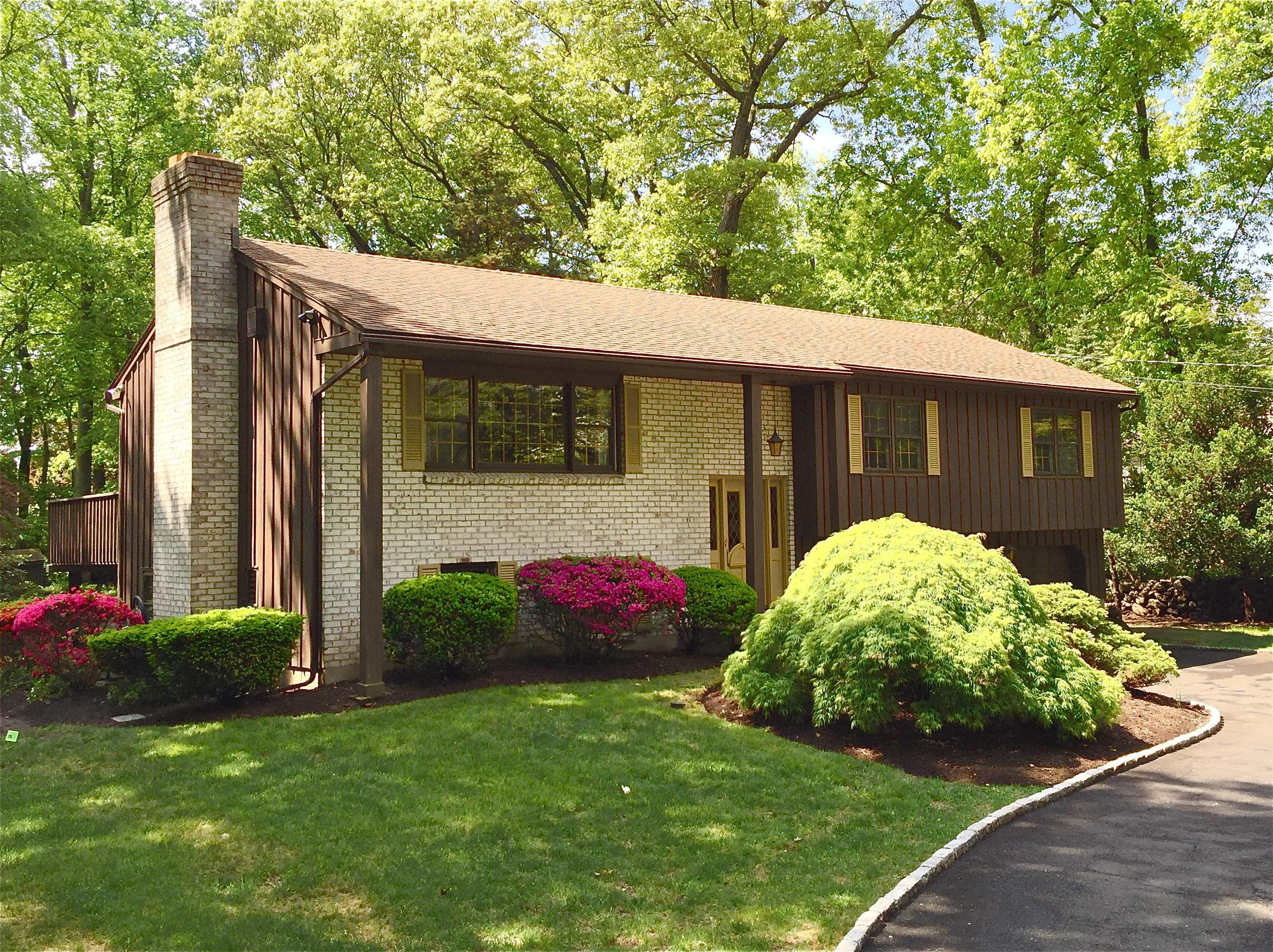 Частный односемейный дом для того Продажа на 5 Butternut Lane Norwalk, Коннектикут 06851 Соединенные Штаты