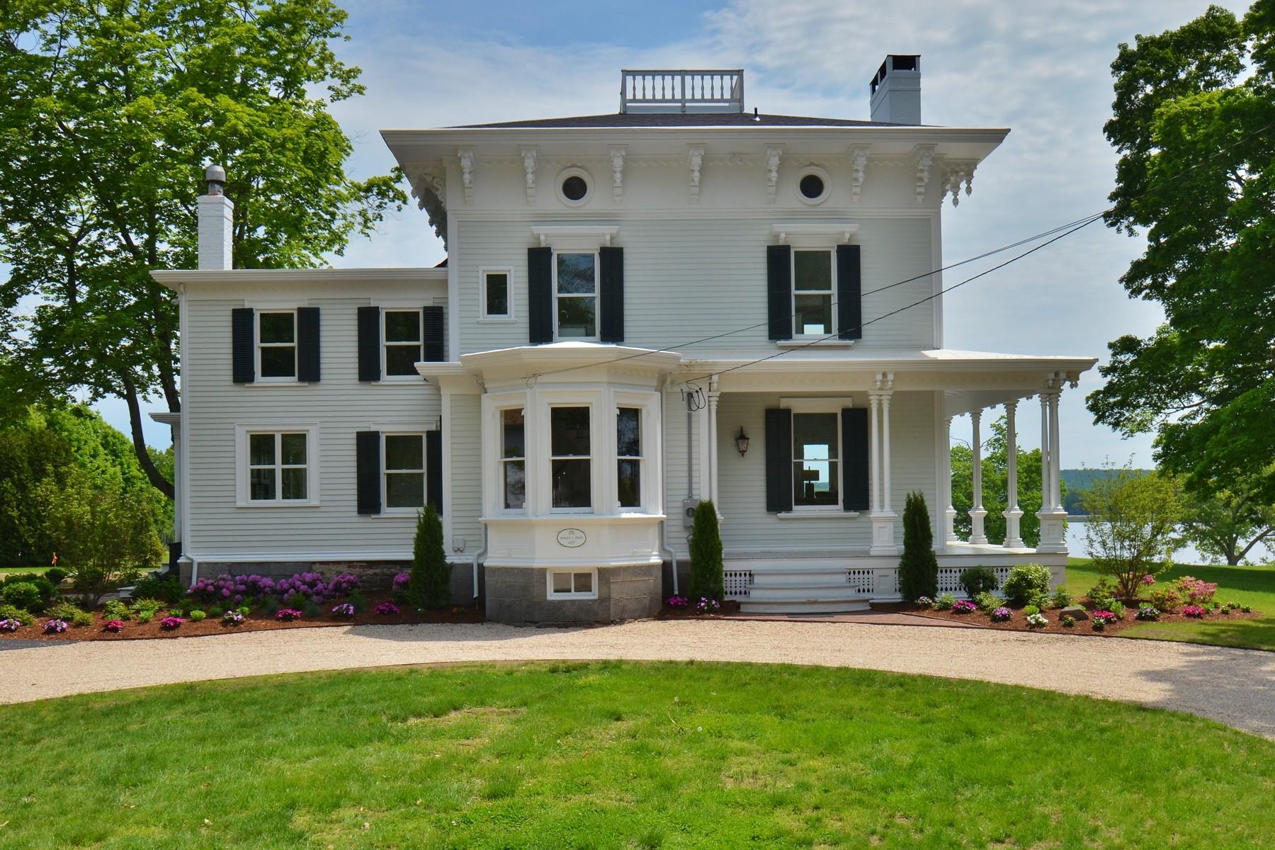 独户住宅 为 销售 在 Waterfront Signature Property is Reborn! 1 Foxboro 埃塞克斯, 康涅狄格州 06426 美国