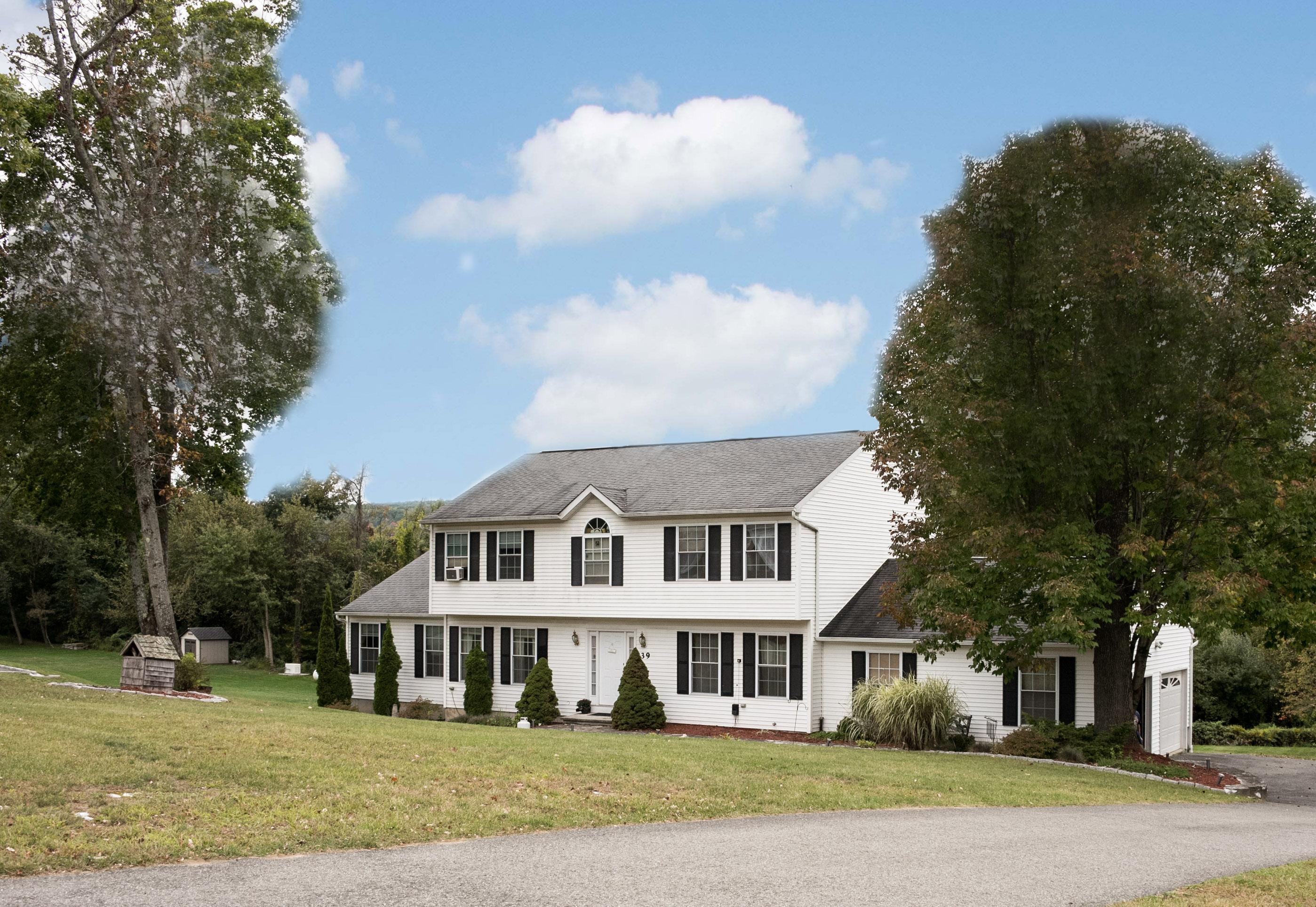 独户住宅 为 销售 在 New England Charm 39 Turkey Trot Road 新米尔福德, 康涅狄格州 06776 美国