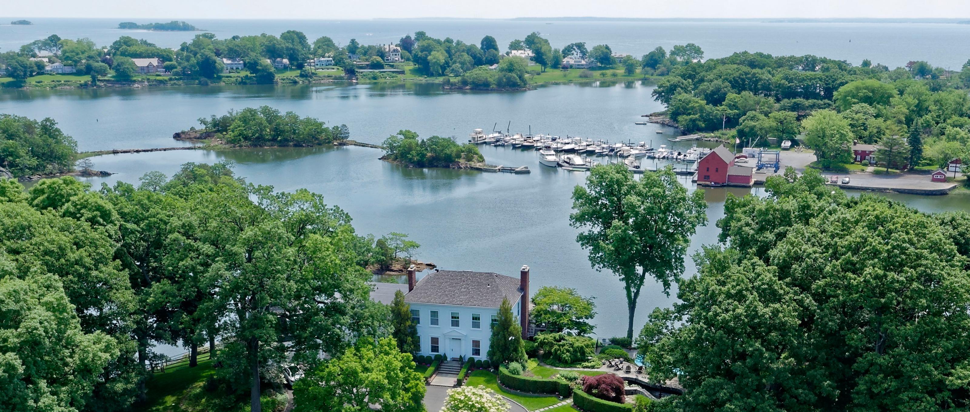 Частный односемейный дом для того Продажа на The Moorings 13 Kirby Lane Rye, Нью-Йорк 10580 Соединенные Штаты