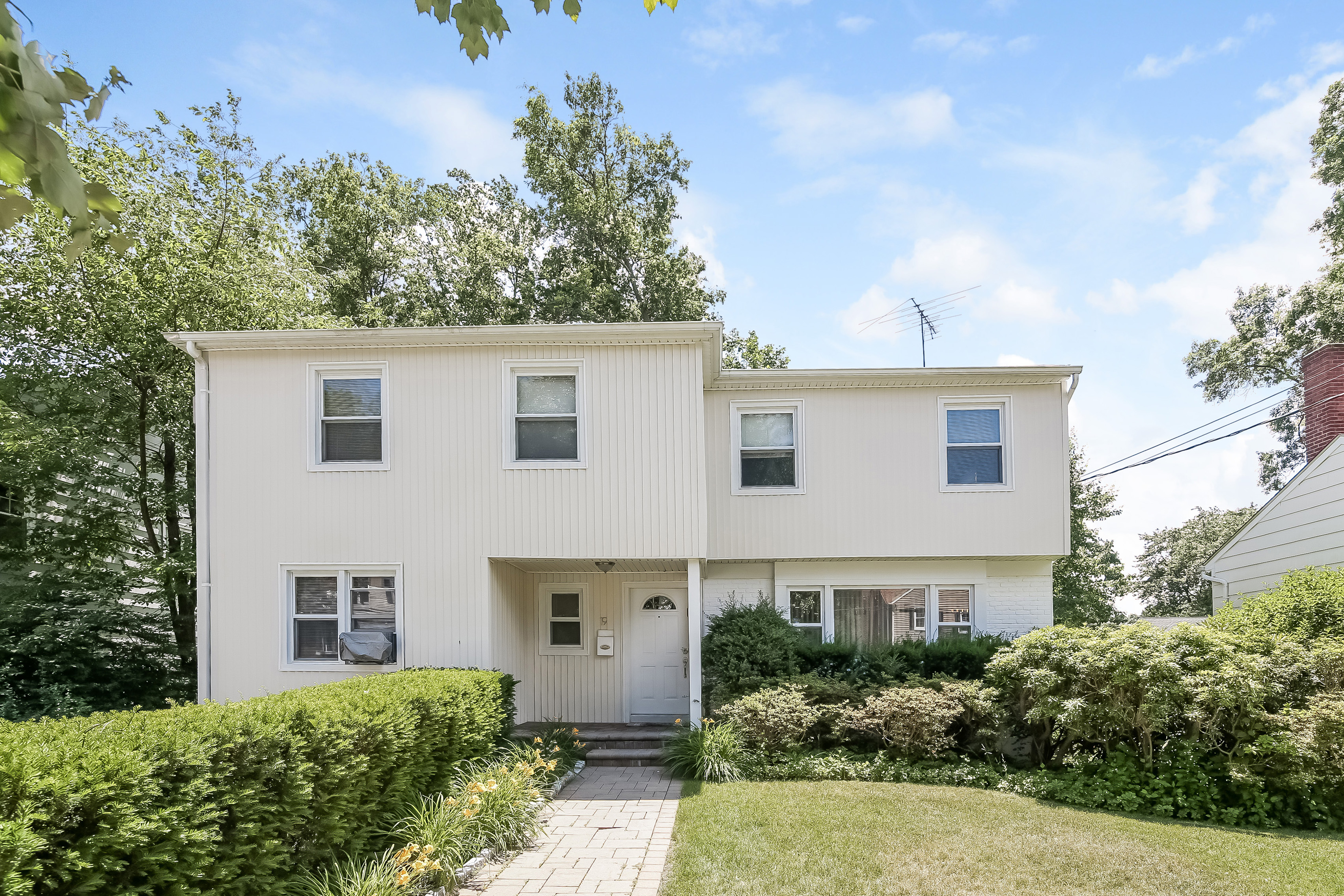 Single Family Home for Sale at 19 Chatham Place White Plains, New York, 10605 United States