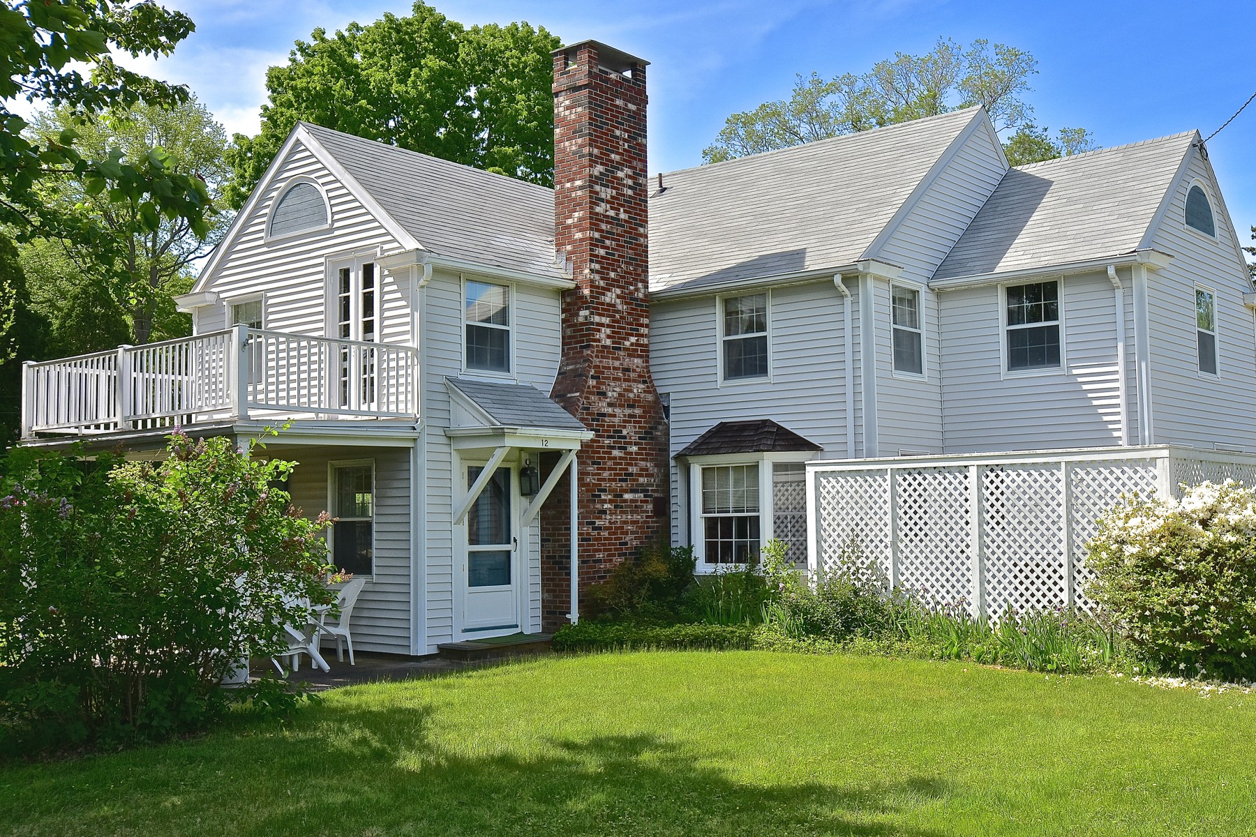 Single Family Home for Sale at Charming Old Black Point Home 12 Great Wight Way East Lyme, Connecticut 06357 United States