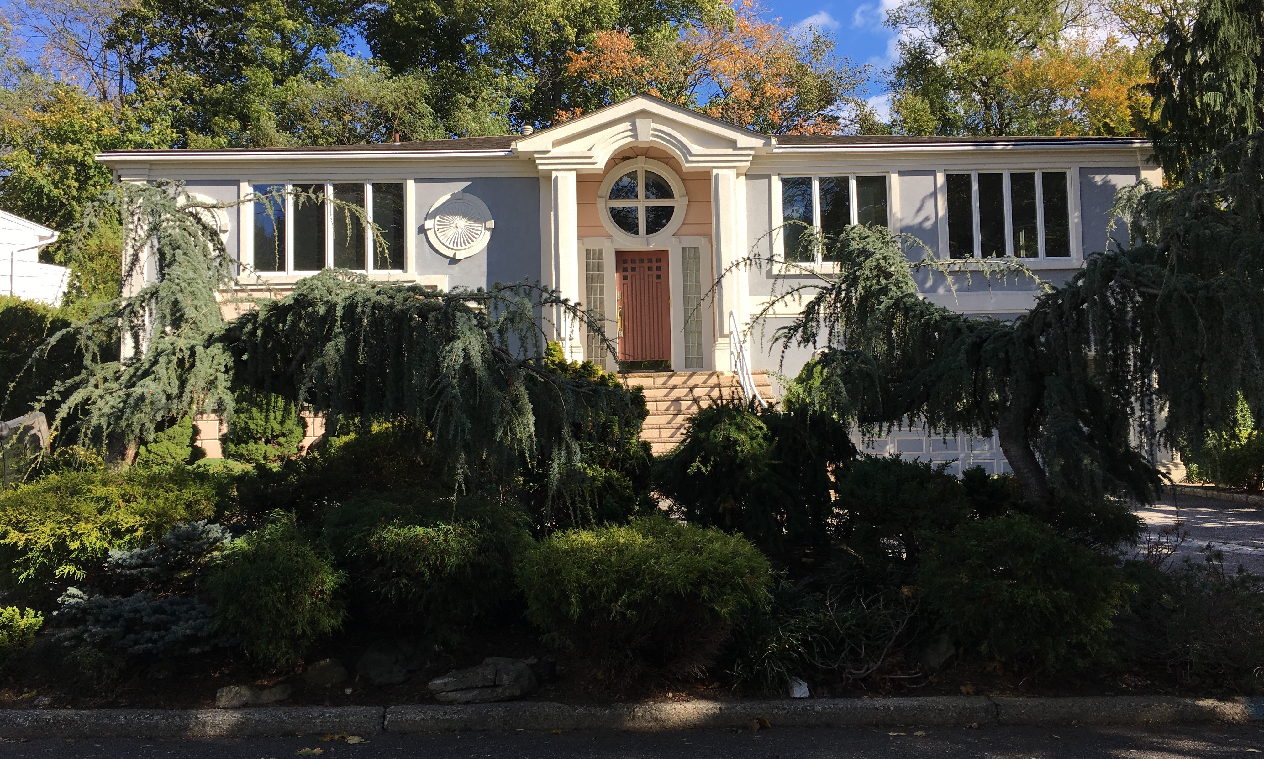 Single Family Home for Sale at 89 Harlan Drive New Rochelle, New York 10804 United States