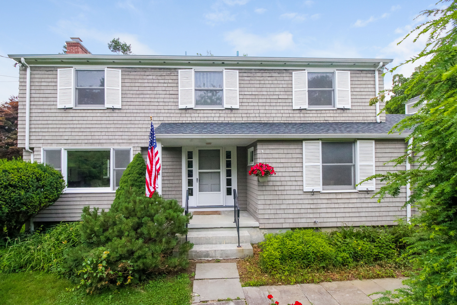 Single Family Home for Sale at 9 Sunset Manor Rd Branford, Connecticut 06405 United States