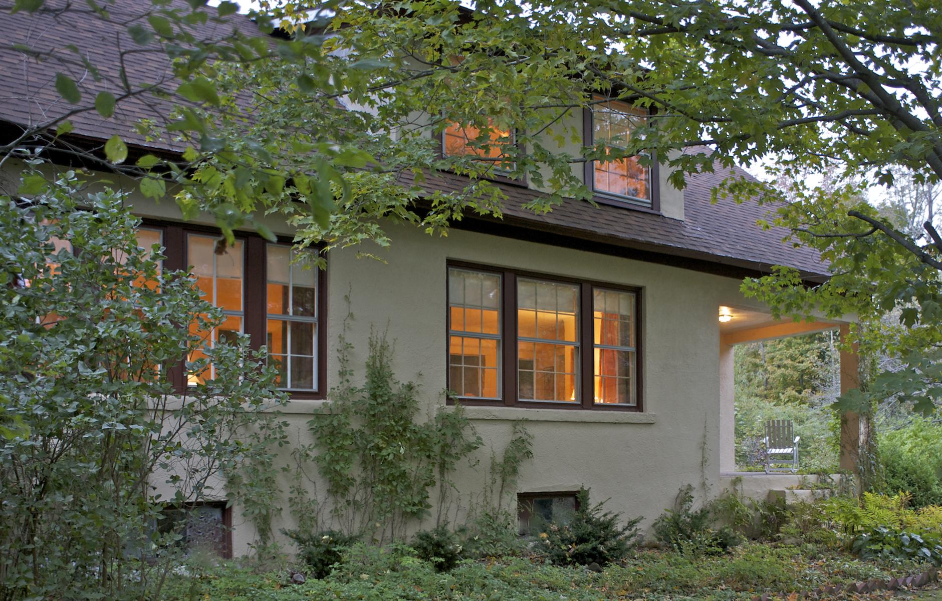 Maison unifamiliale pour l Vente à Charming Berkshire Bungalow with Artist's Studio 482 Canaan Rd Richmond, Massachusetts 01254 États-Unis