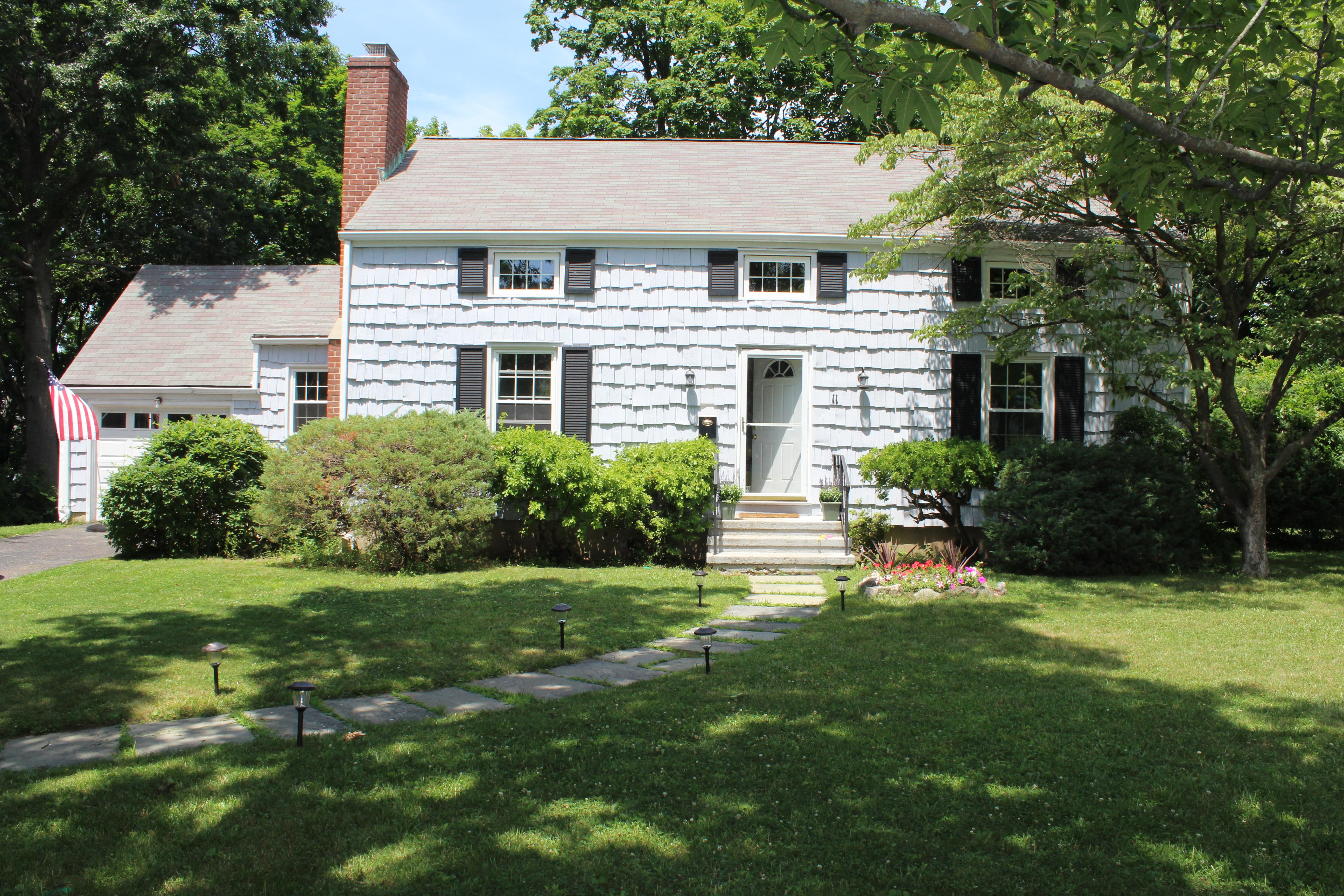 Einfamilienhaus für Verkauf beim 11 Burdsall Drive Port Chester, New York, 10573 Vereinigte Staaten