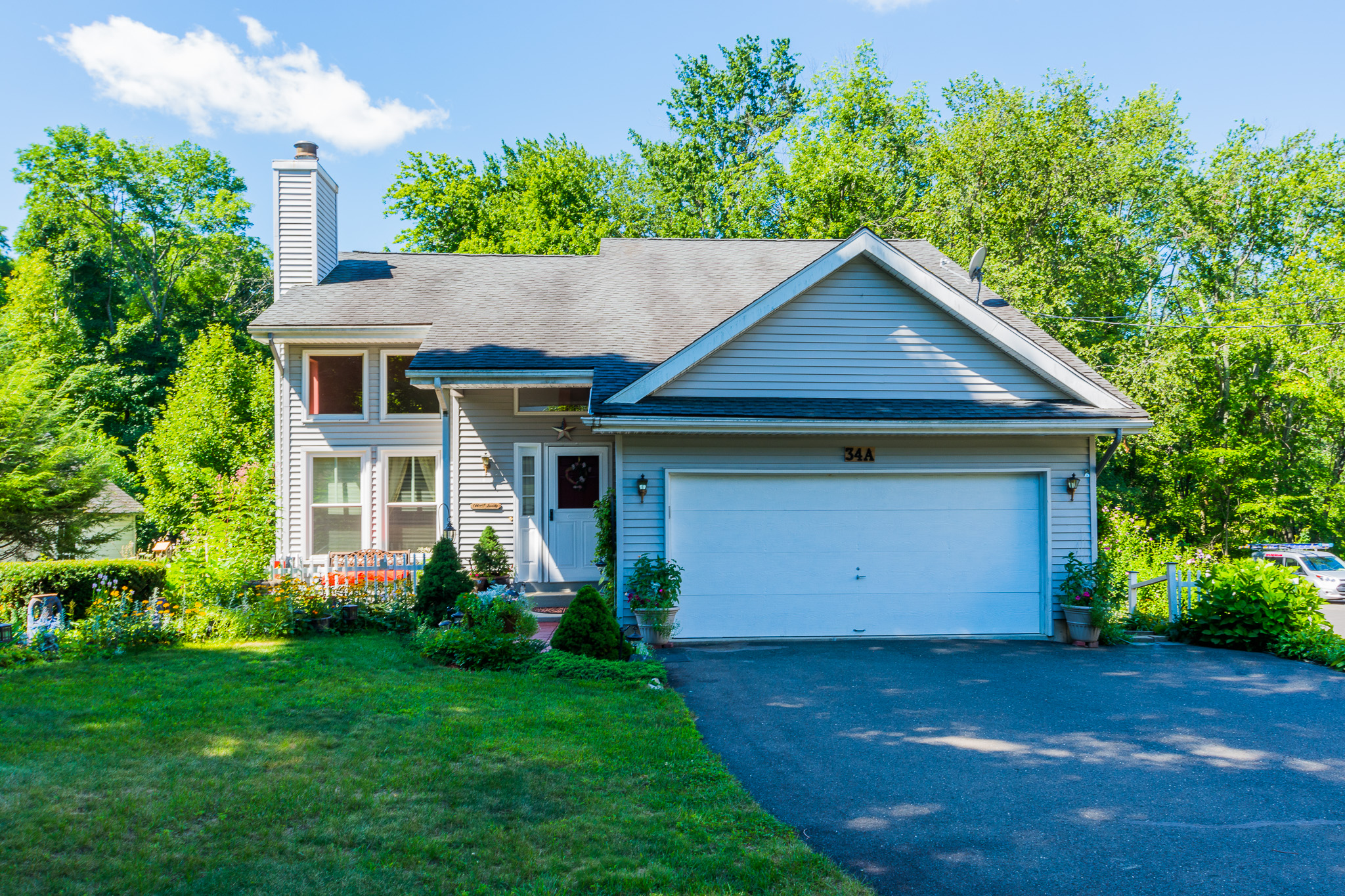 Single Family Home for Sale at Bright Open Floor Plan 34 East Pembroke Road Danbury, Connecticut, 06811 United States