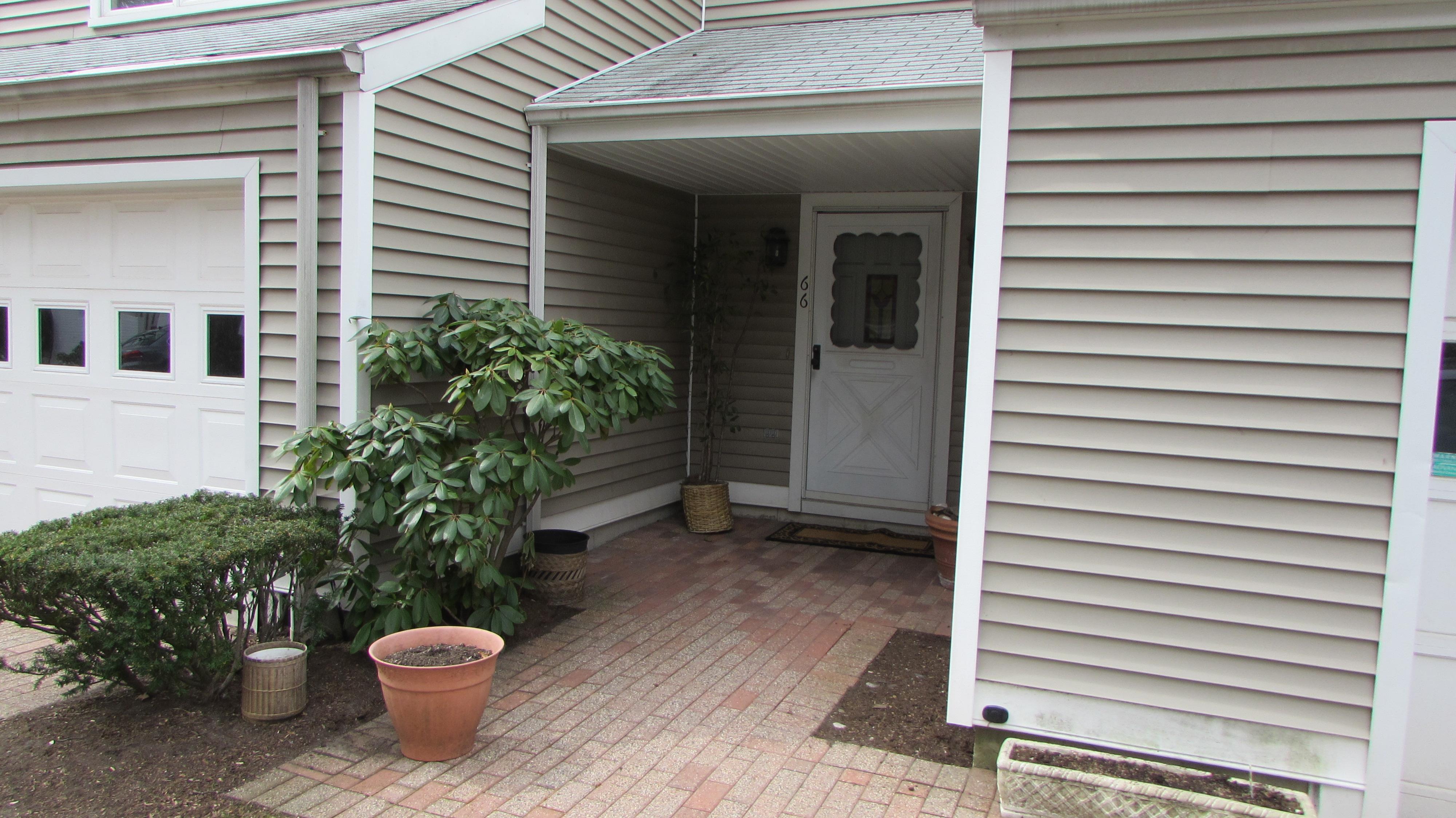 Kat Mülkiyeti için Satış at Upscale Condo Complex 66 Harbour View Place 66 Stratford, Connecticut, 06615 Amerika Birleşik Devletleri