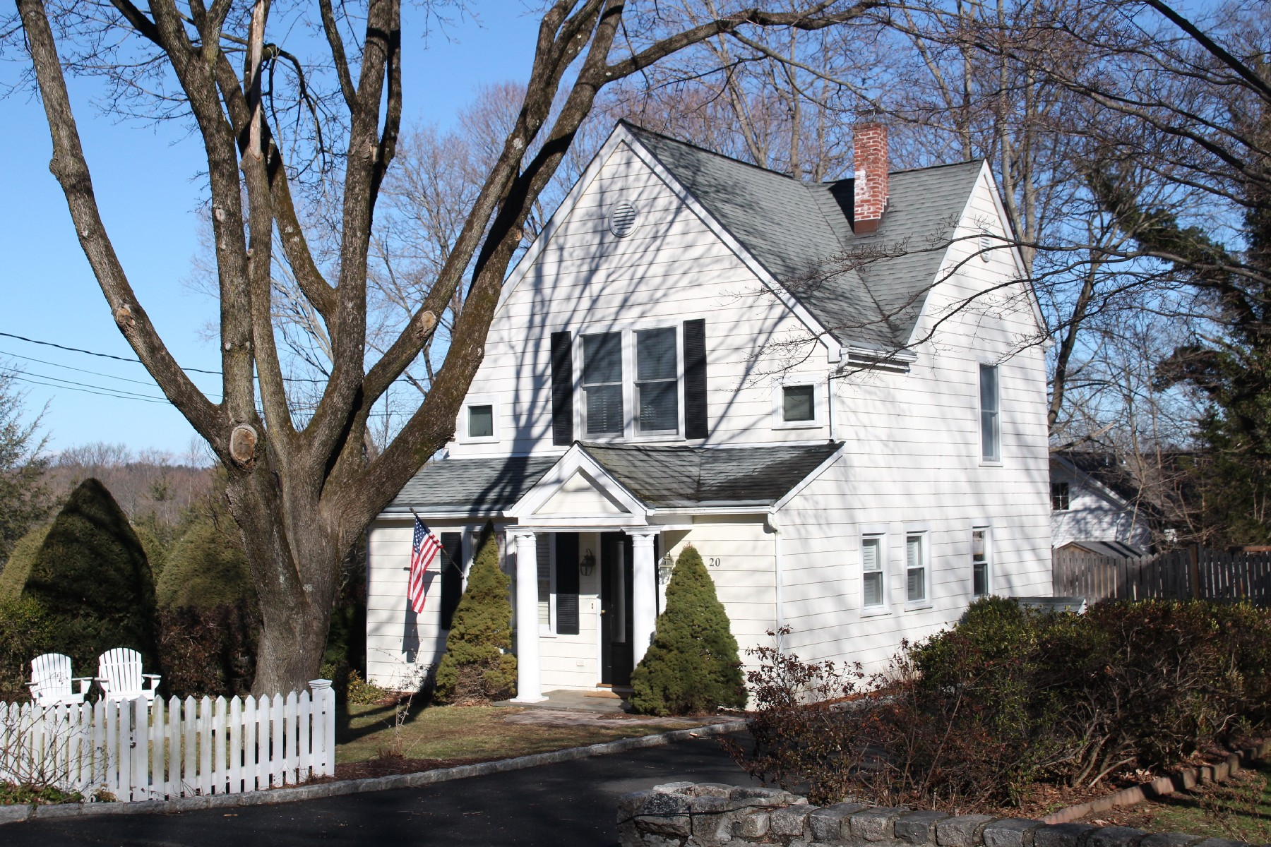 Single Family Home for Sale at Move Right In 20 Ridgeview Avenue Darien, Connecticut, 06820 United States
