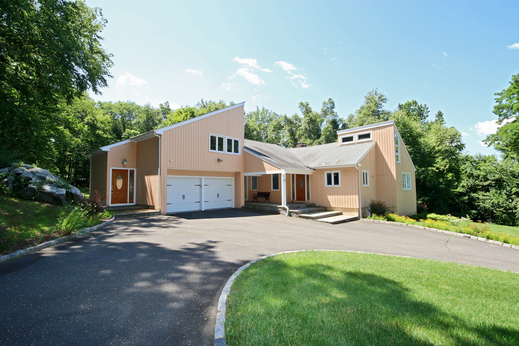 独户住宅 为 销售 在 Exceptional Opportunity Awaits 28 Laurel Hill Road Ridgefield, 康涅狄格州 06877 美国