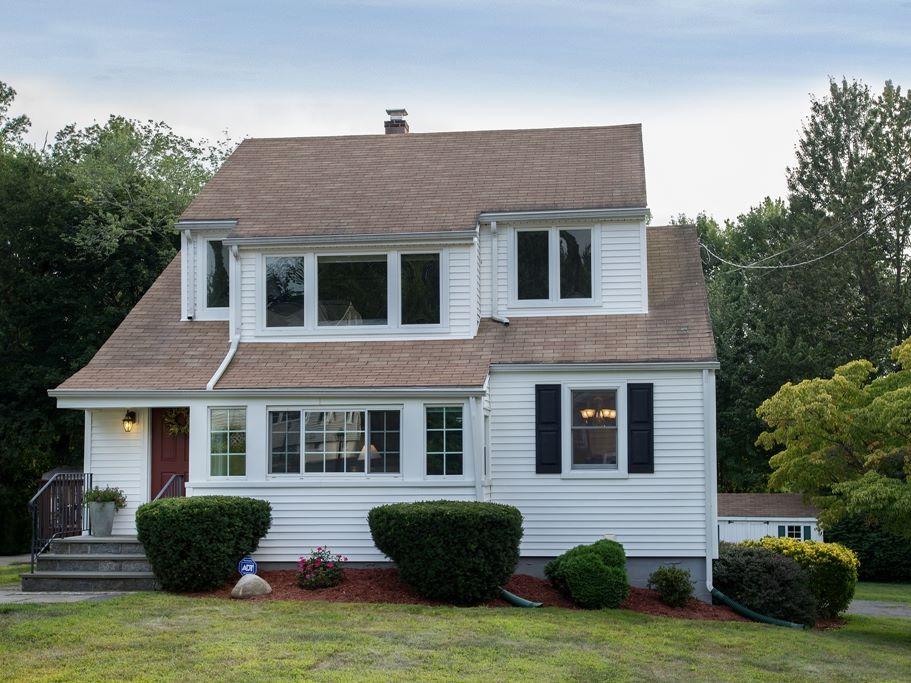獨棟家庭住宅 為 出售 在 Updated Colonial with Open Floorplan 25 Devon Avenue Norwalk, 康涅狄格州 06850 美國