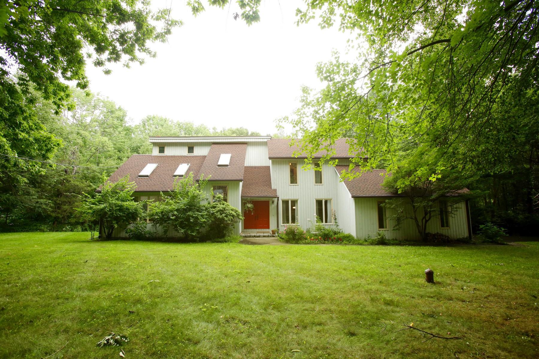 Частный односемейный дом для того Продажа на Wonderful Contemporary and Excellent Value in Lower Easton 11 Deepwood Road Easton, Коннектикут 06612 Соединенные Штаты