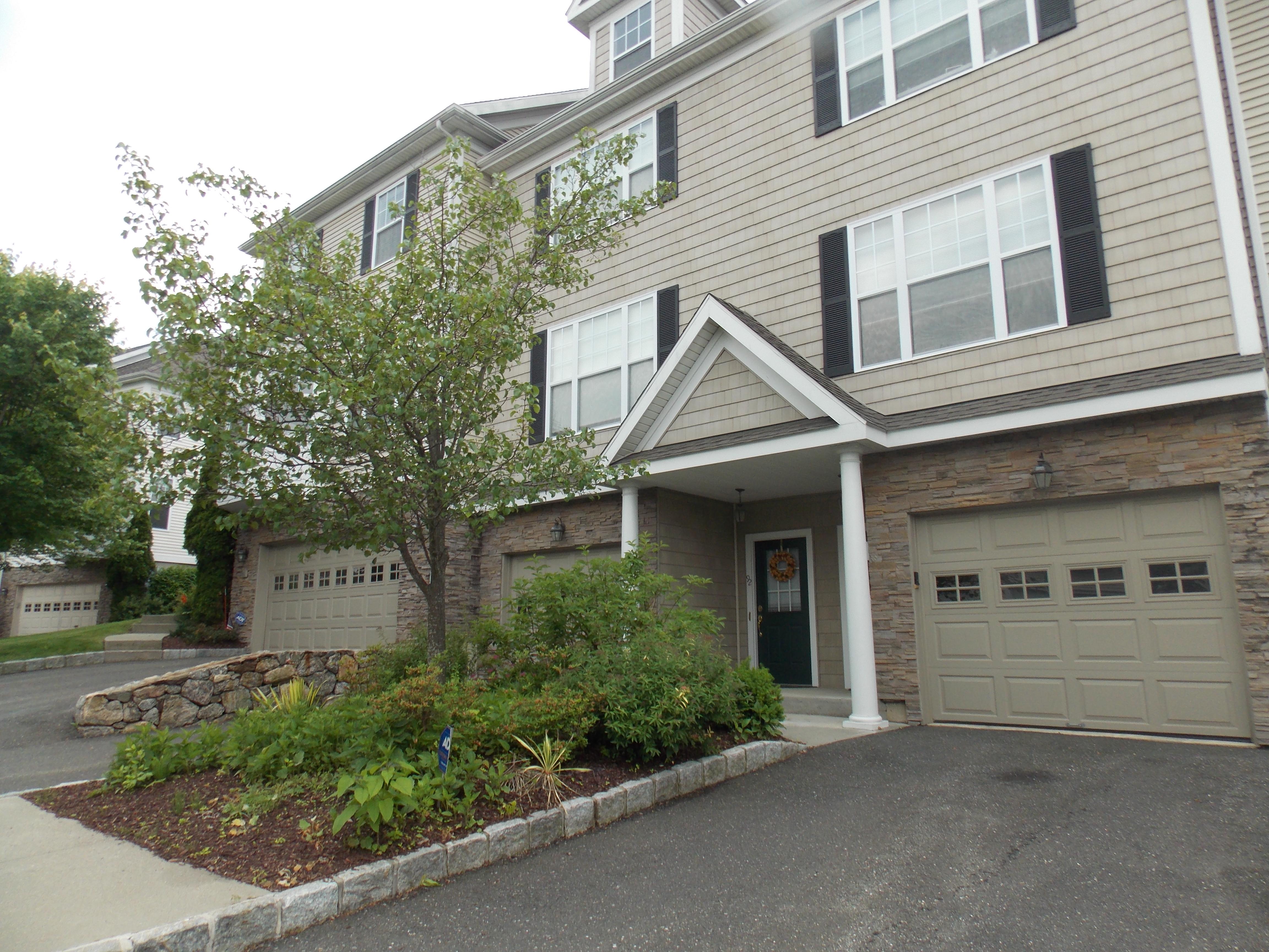 Condominium for Sale at Fabulous Condo In Woodland Hills 94 Woodcrest Lane 94 Danbury, Connecticut, 06810 United States