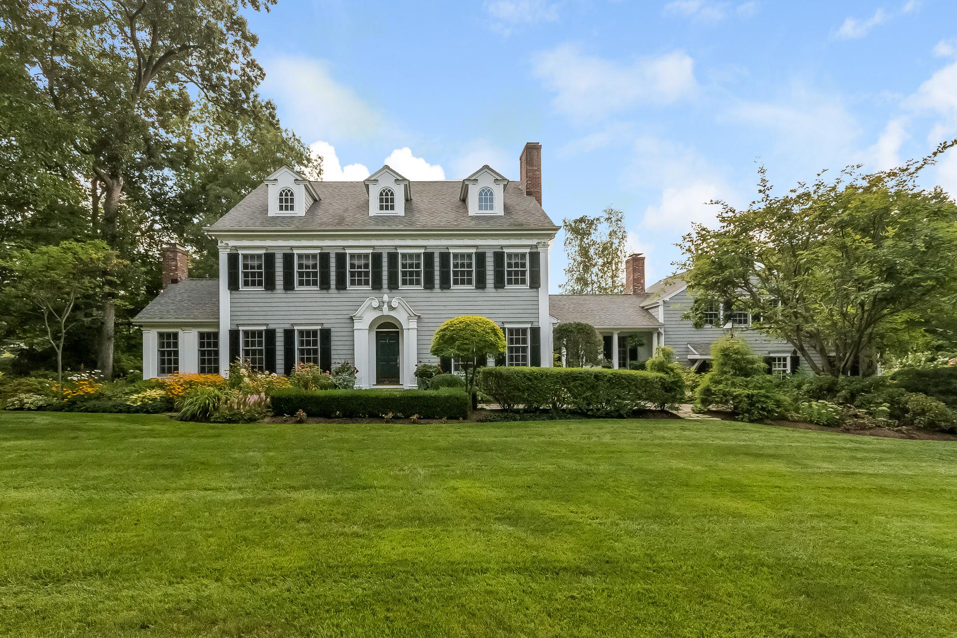 一戸建て のために 売買 アット Renovated by Architect Louise Brooks 31 Carriage Road Wilton, コネチカット 06897 アメリカ合衆国
