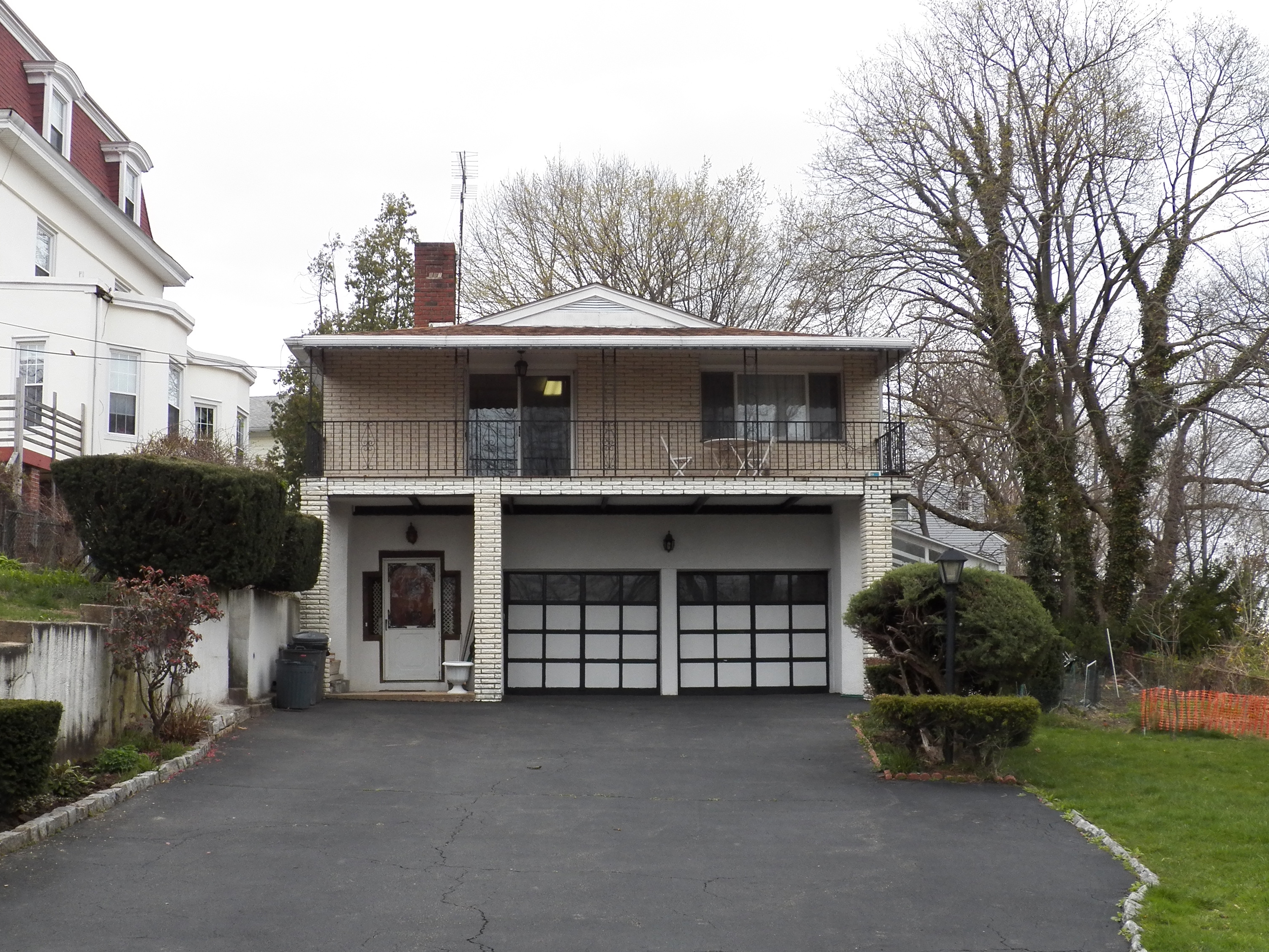 Single Family Home for Sale at Yonkers Raised Ranch 181 Underhill Street Yonkers, New York, 10710 United States