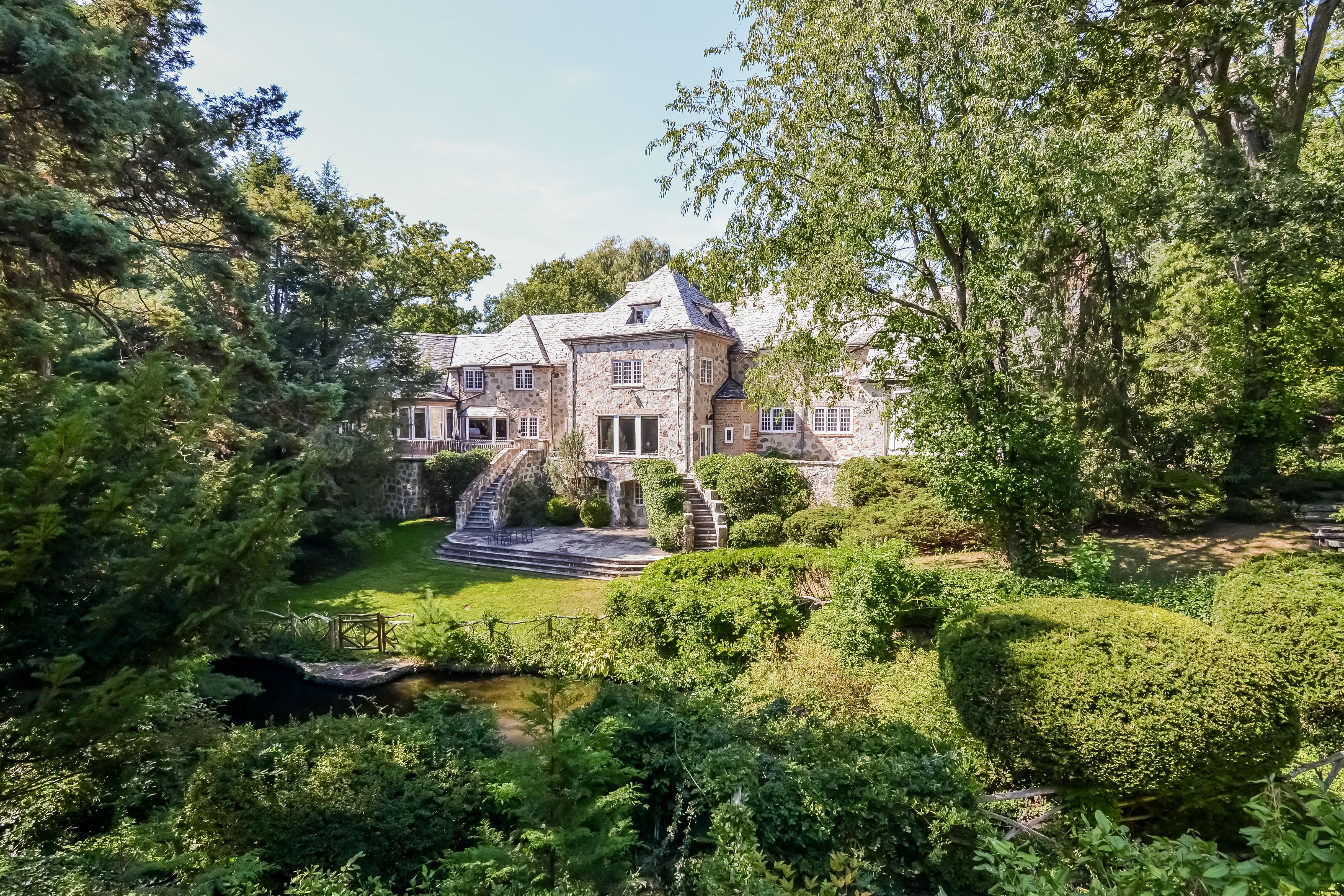 Casa para uma família para Venda às 22 Lawrence Lane Harrison, Nova York 10528 Estados Unidos