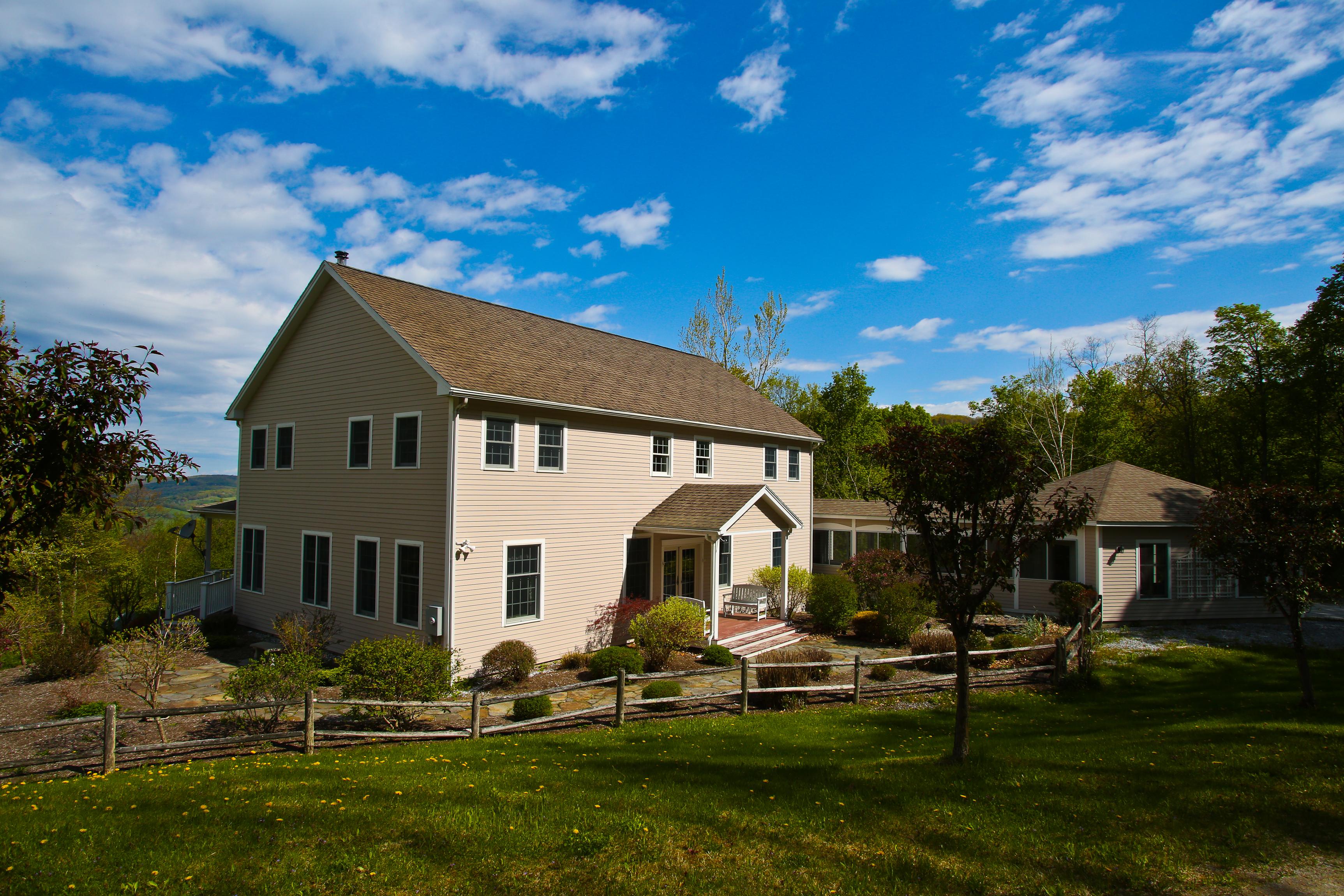 Maison unifamiliale pour l Vente à Fabulous Family Retreat with Views 4 Cranberry Cir Hancock, Massachusetts 01237 États-Unis