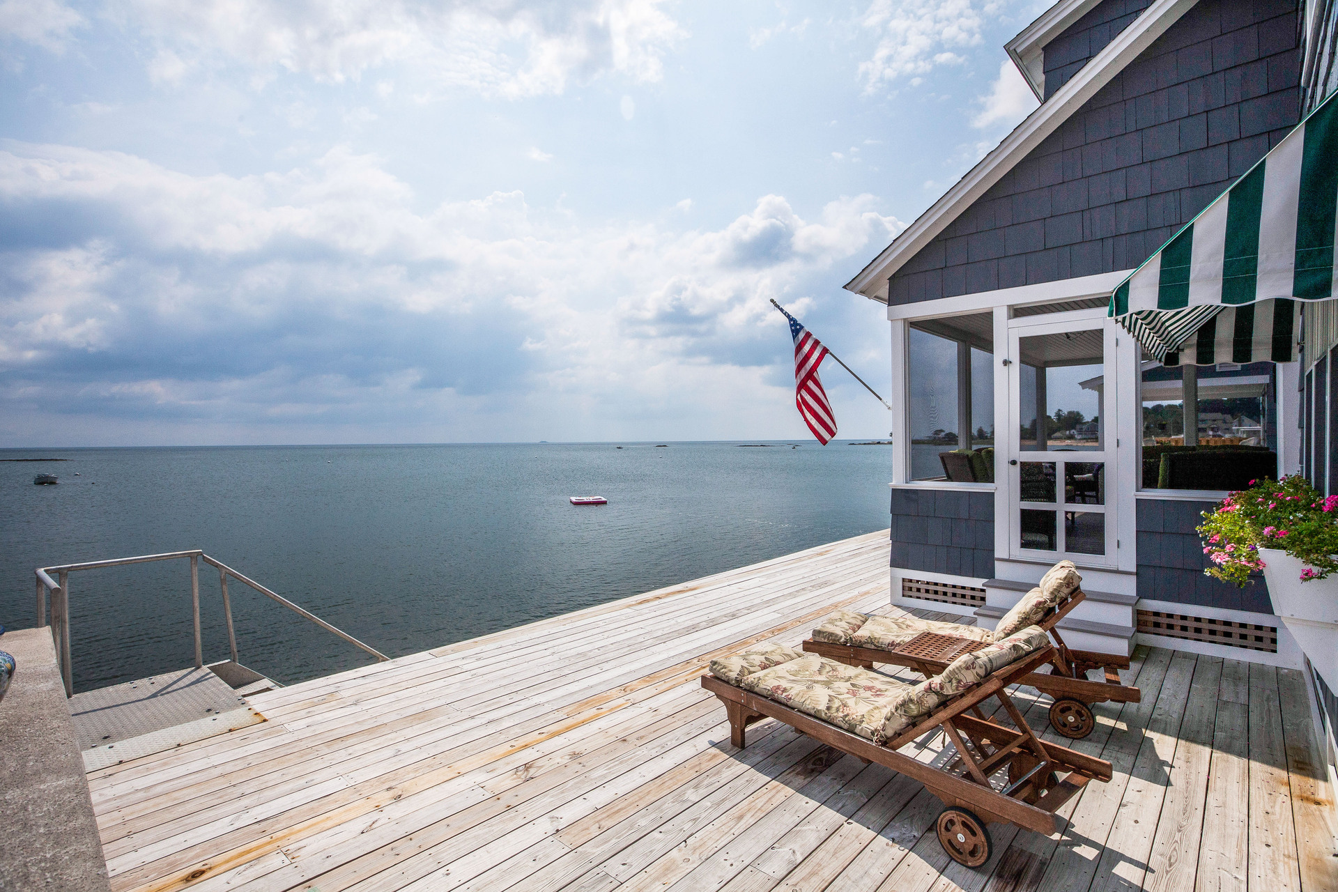 Casa Unifamiliar por un Venta en Seasonal Waterfront 146 Harbor Ave Madison, Connecticut 06443 Estados Unidos