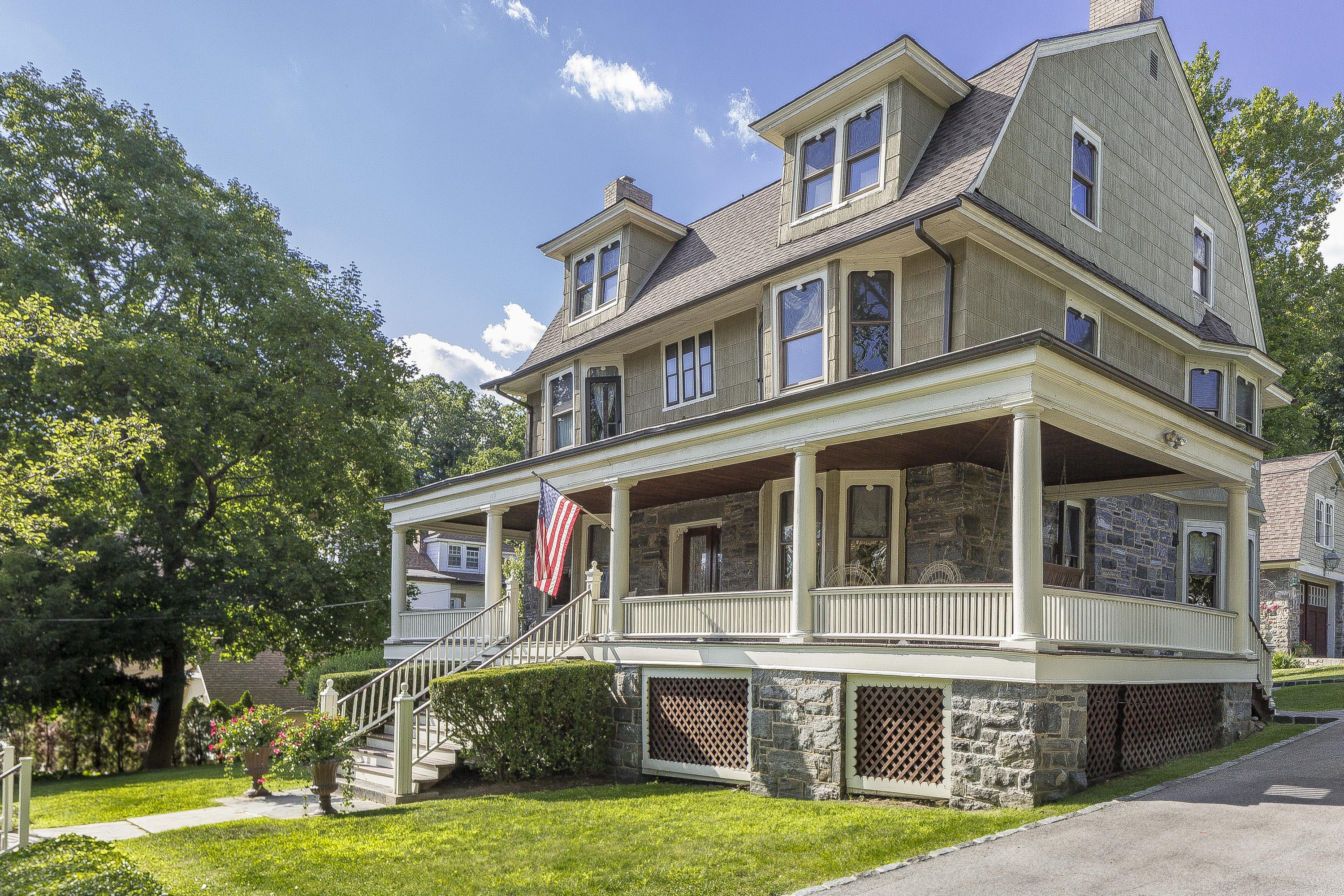 Einfamilienhaus für Verkauf beim Renovated and Restored 9 Marshall Road Yonkers, New York 10705 Vereinigte Staaten