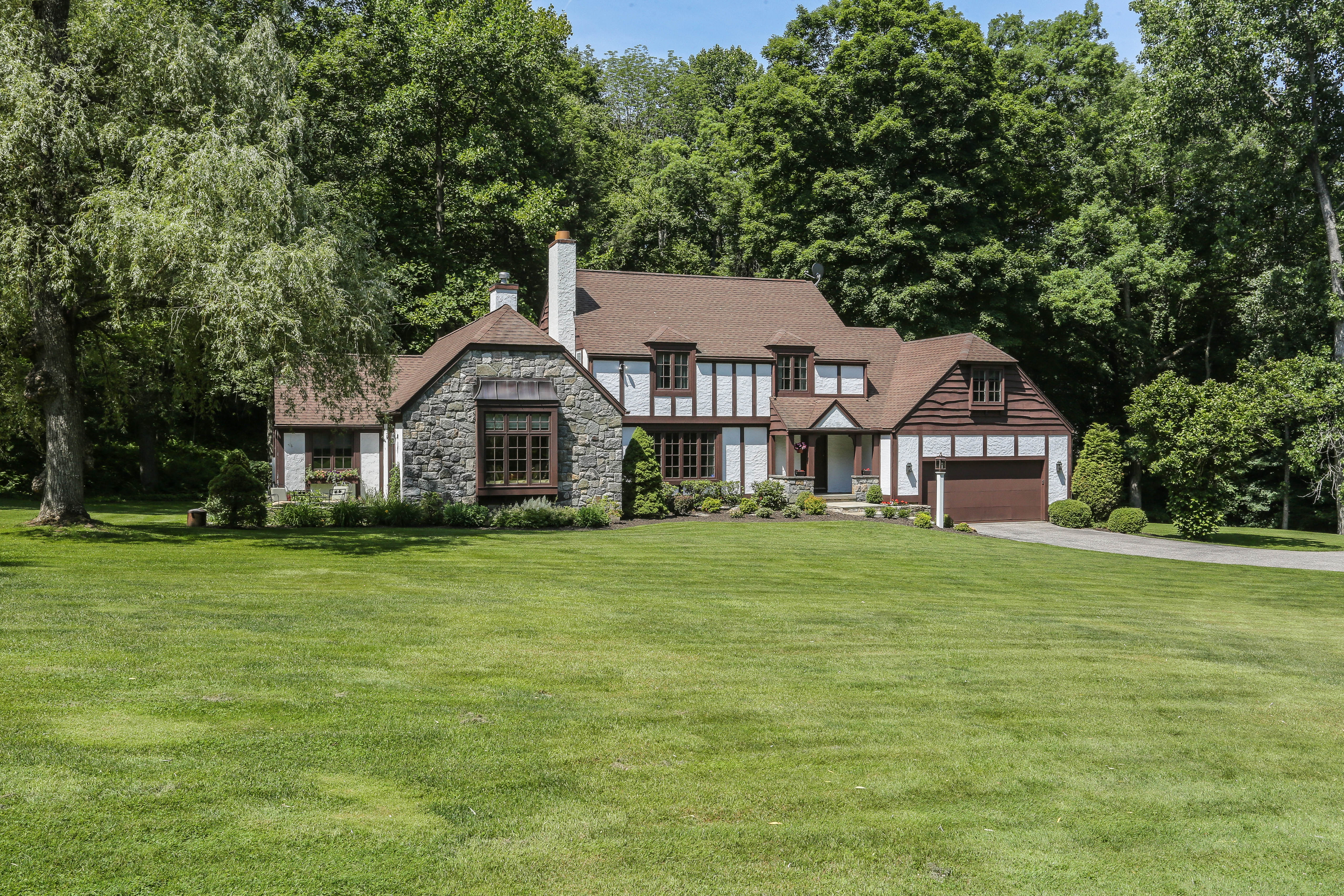 Single Family Home for Sale at Manor Home Of Distinction On Storybrook Property 33 Obtuse Road North Brookfield, Connecticut 06804 United States