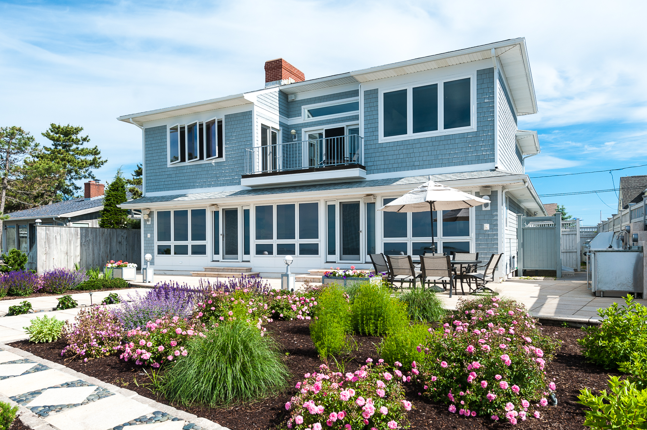 Terreno per Vendita alle ore Direct Waterfront Home in Pilots Point 108 Captains Drive Westbrook, Connecticut 06498 Stati Uniti