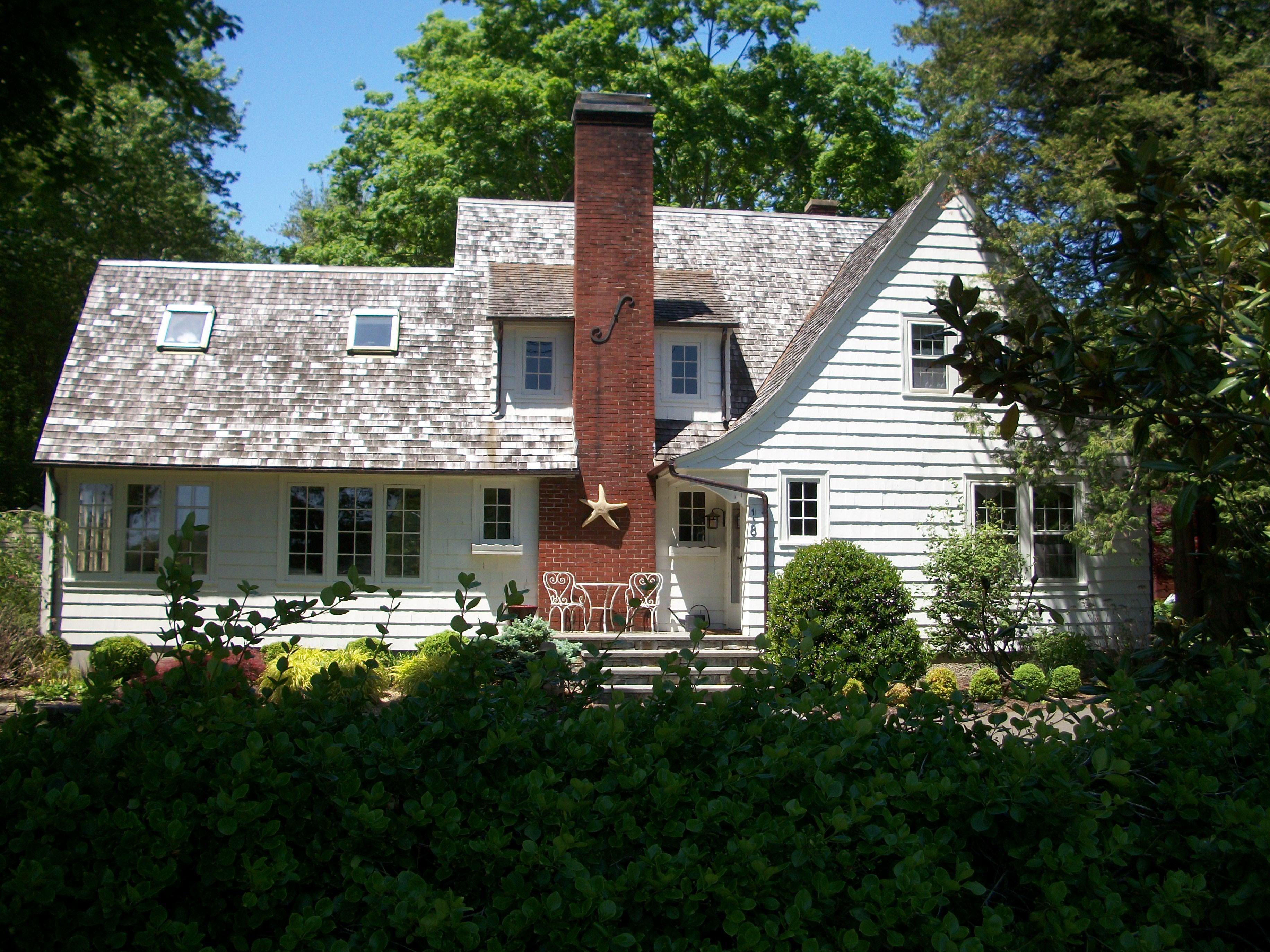 Nhà ở một gia đình vì Bán tại Water area home! 18 East Wharf Rd Madison, Connecticut 06443 Hoa Kỳ