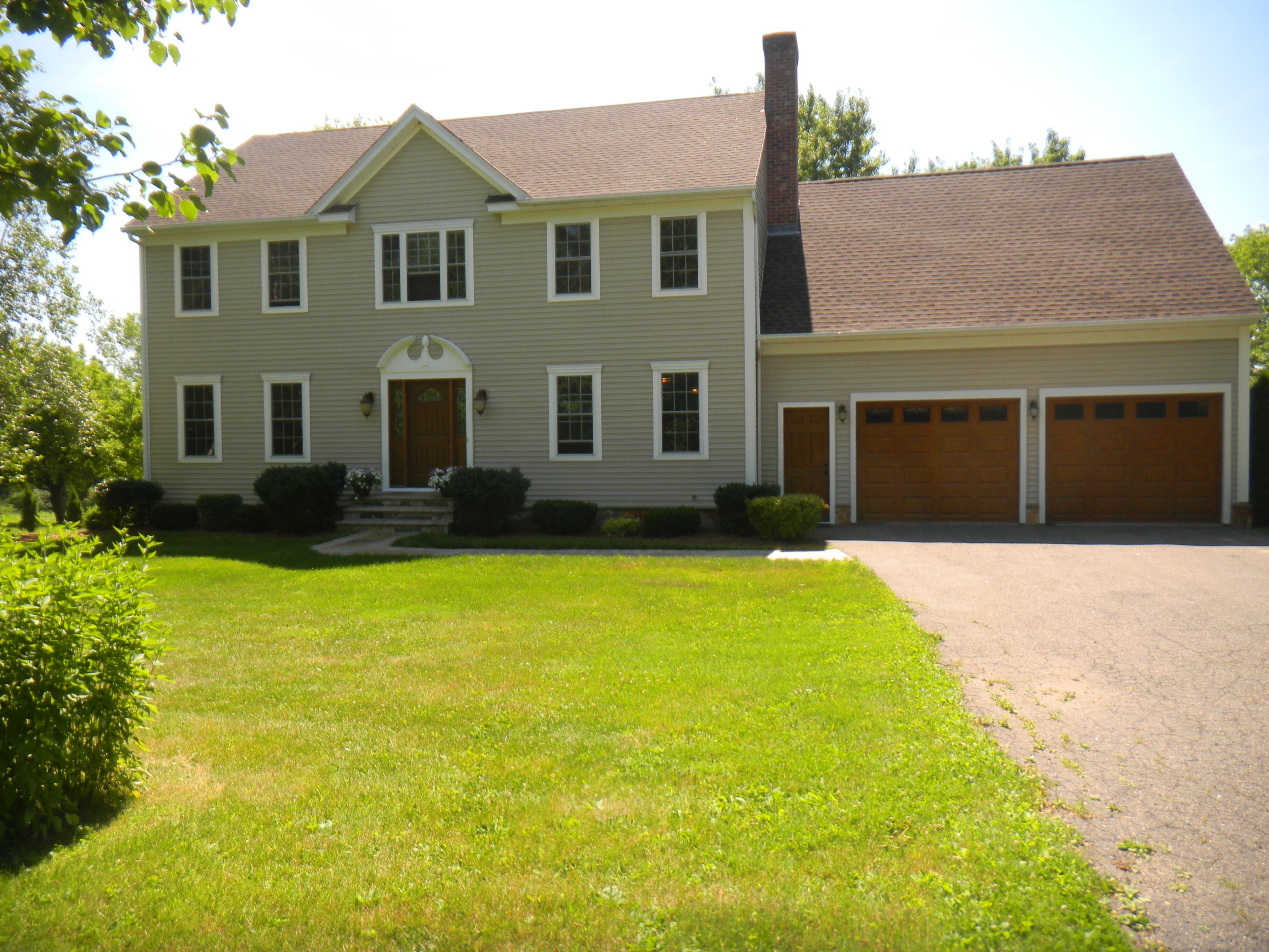 Casa Unifamiliar por un Venta en Classic and Stylish Goshen Colonial 192 Beach St Goshen, Connecticut, 06756 Estados Unidos