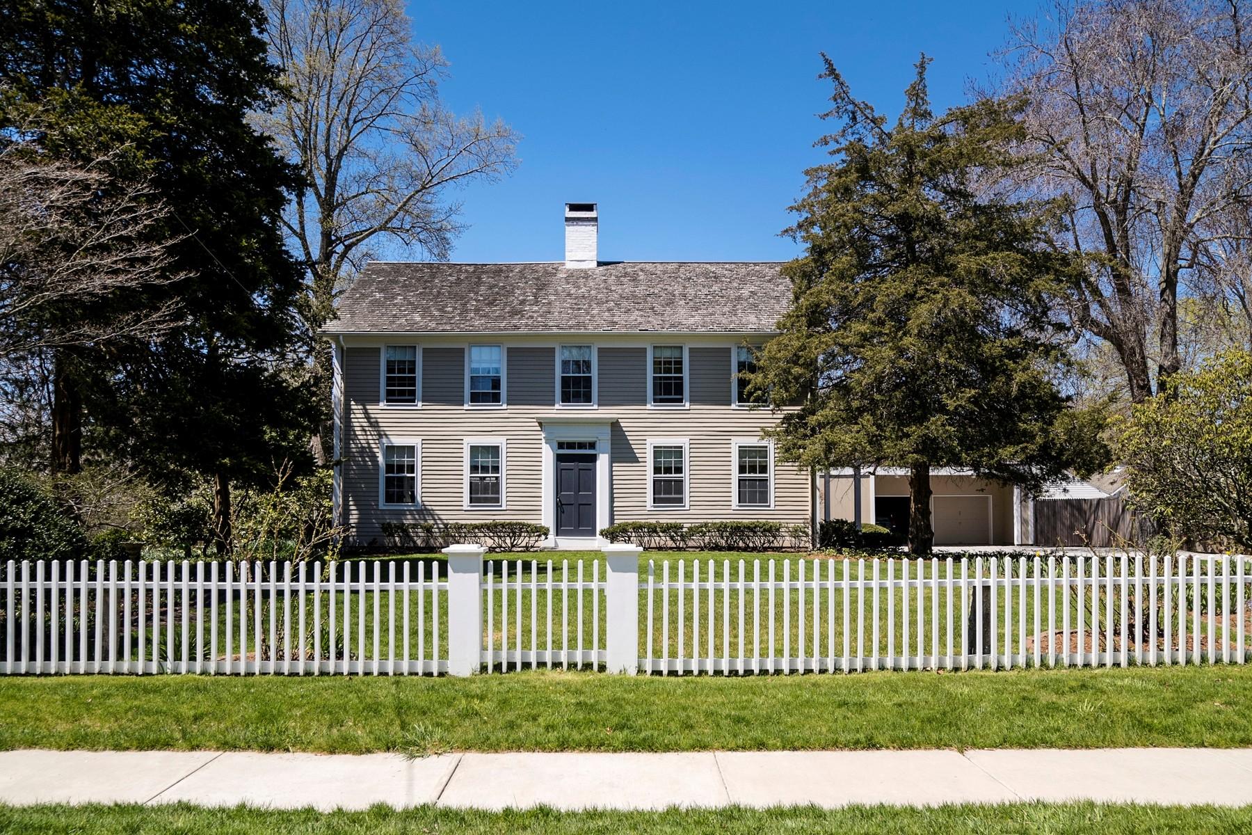 独户住宅 为 销售 在 A Landmark C1860 Village Home 6 Lyme St 旧莱姆, 康涅狄格州, 06371 美国