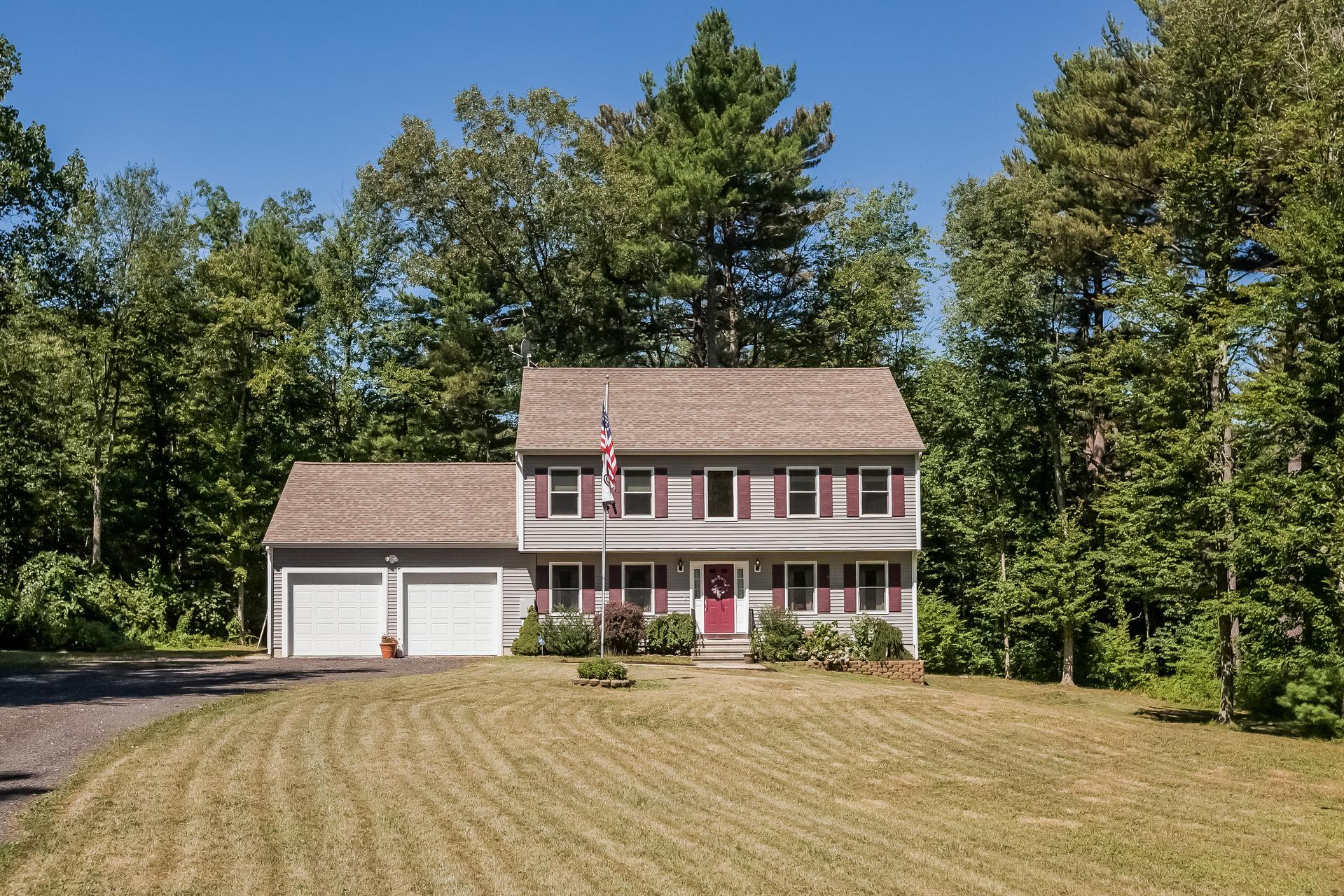 Casa Unifamiliar por un Venta en 211 E High Street East Hampton, Connecticut 06424 Estados Unidos