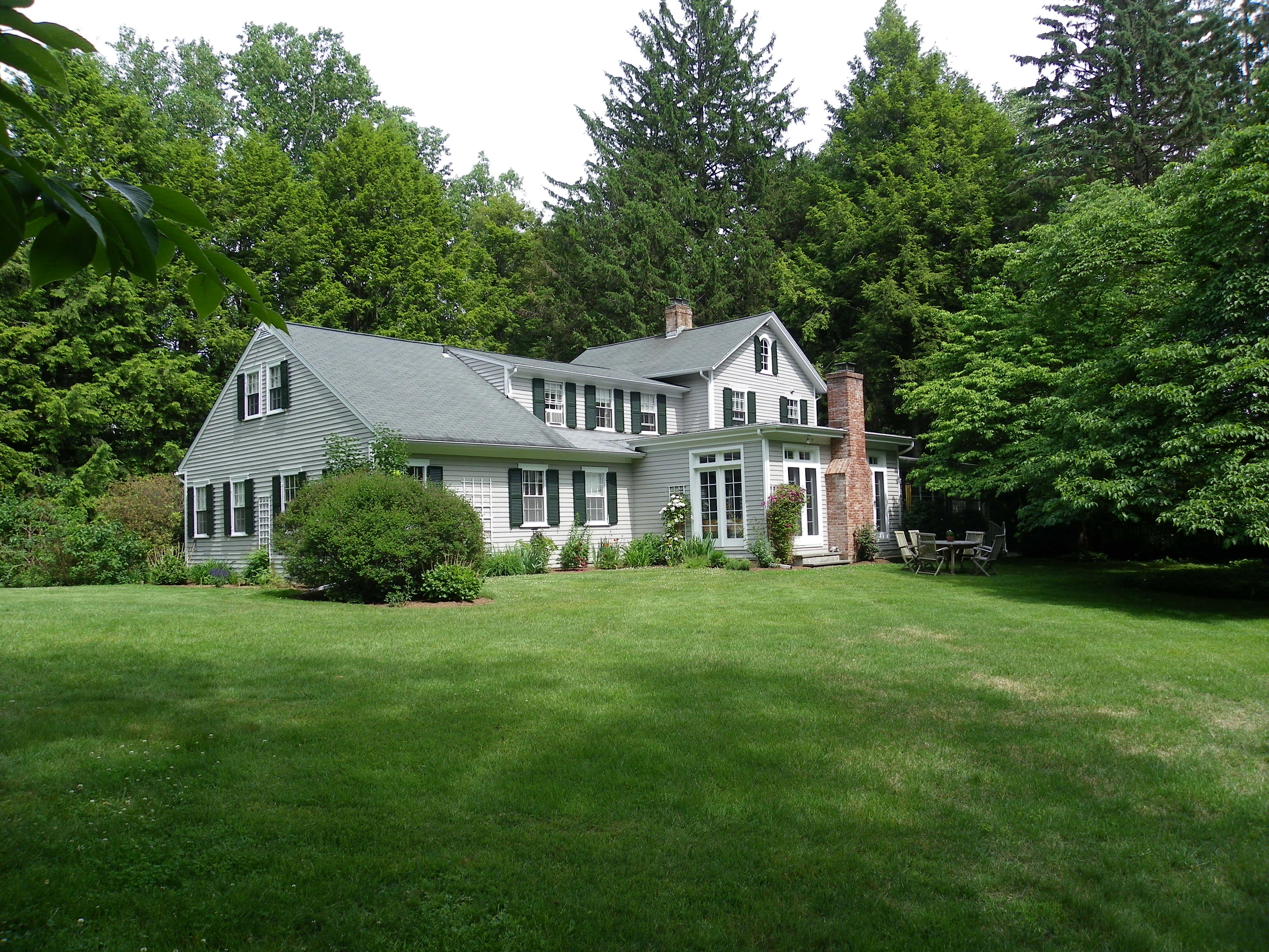단독 가정 주택 용 매매 에 Farm House in Pastoral Setting 17 Old Rock Lane Norwalk, 코네티컷 06850 미국