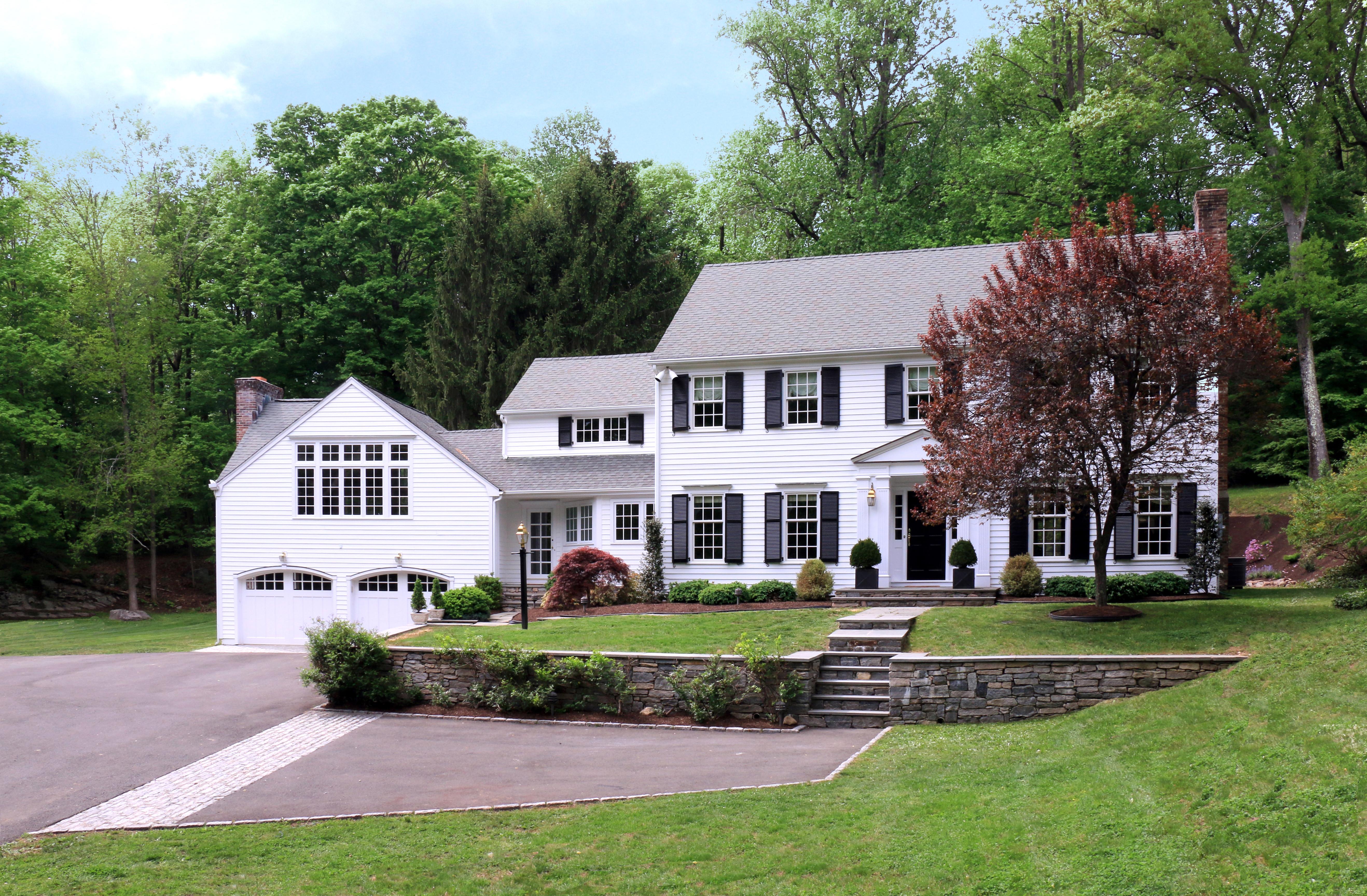 Villa per Vendita alle ore Beautiful Connecticut Classic 104 Cheesespring Road Wilton, Connecticut 06897 Stati Uniti