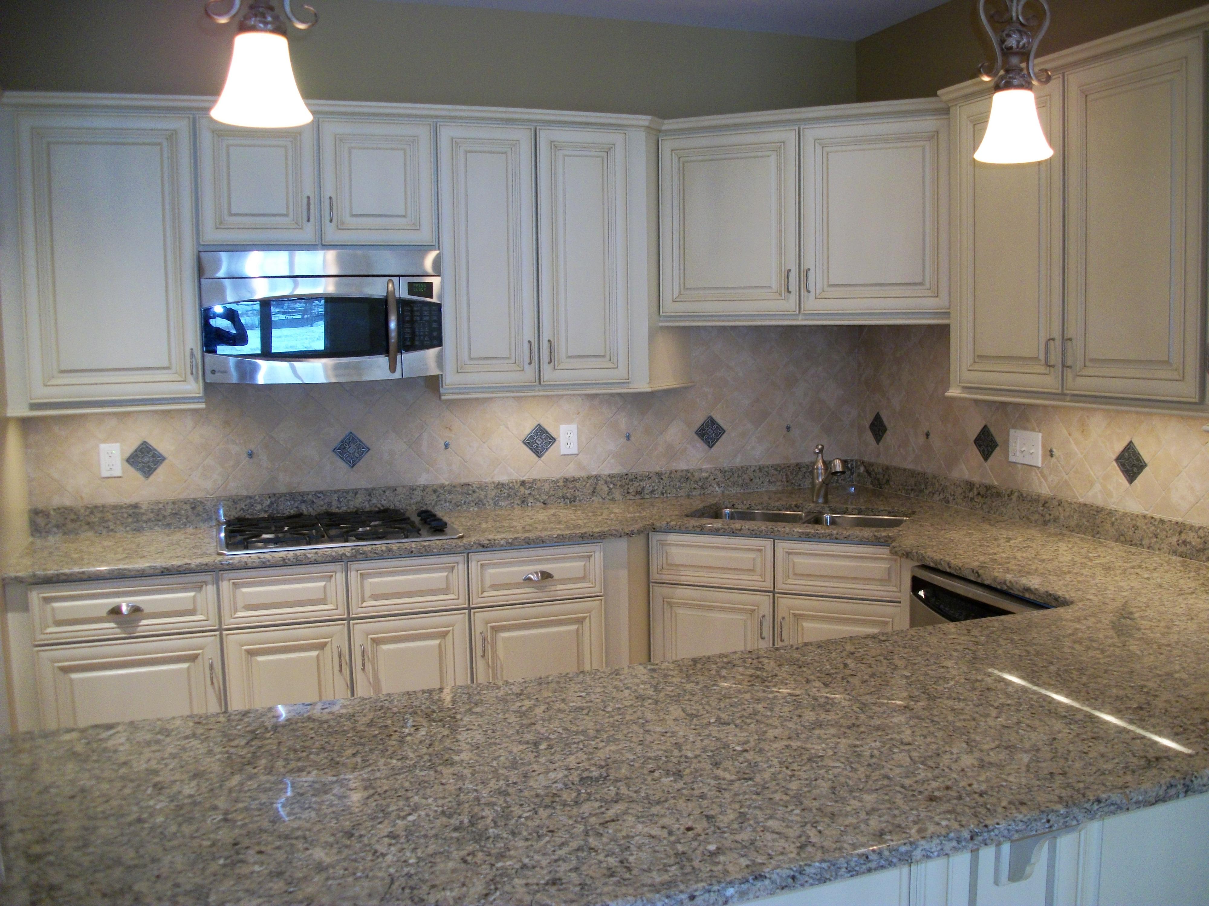 独户住宅 为 销售 在 60 Maple St 60 Maple St 30 布兰福德, 康涅狄格州, 06405 美国