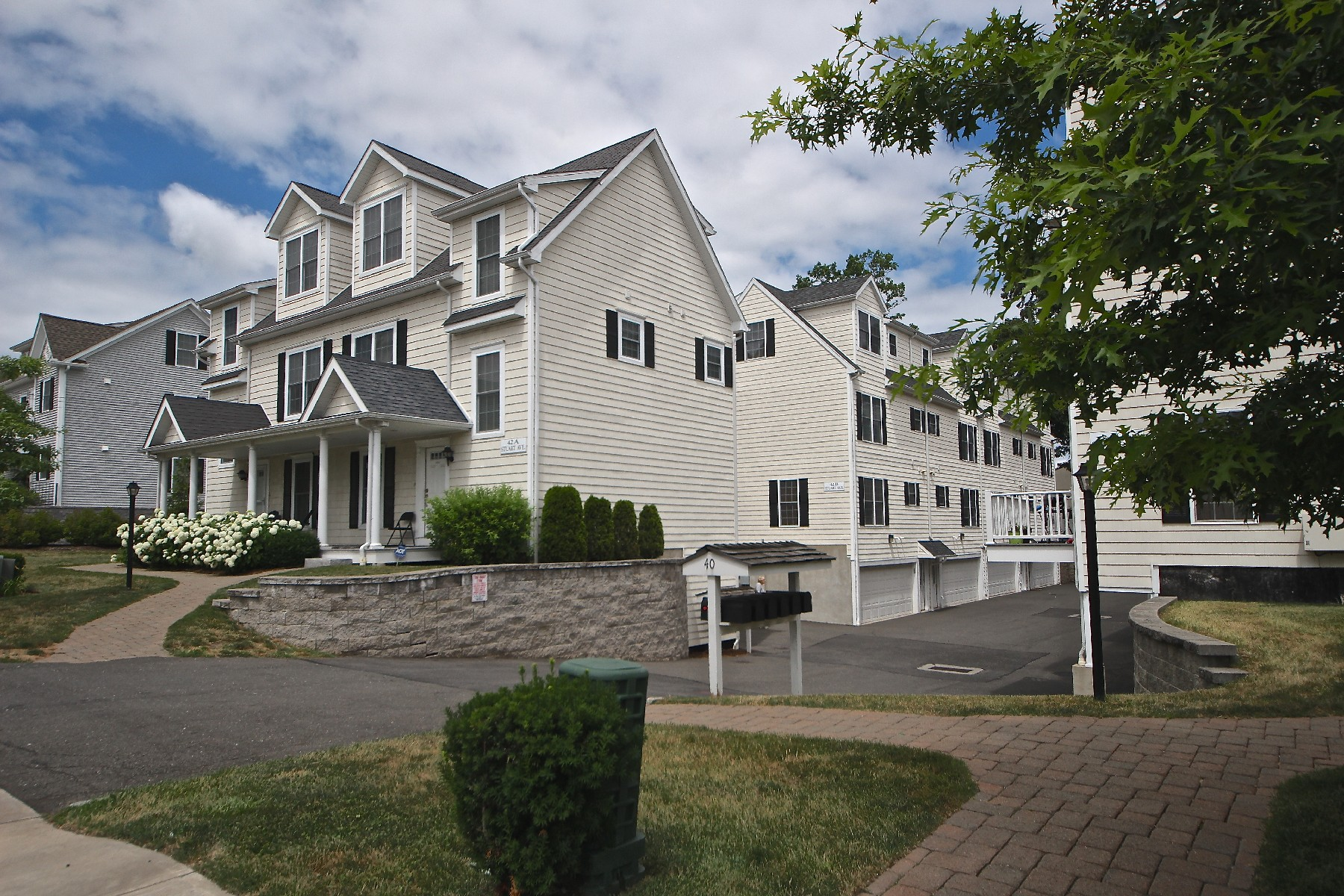 Piso por un Venta en Like-New Townhouse 42 Stuart Avenue B3 Norwalk, Connecticut, 06850 Estados Unidos