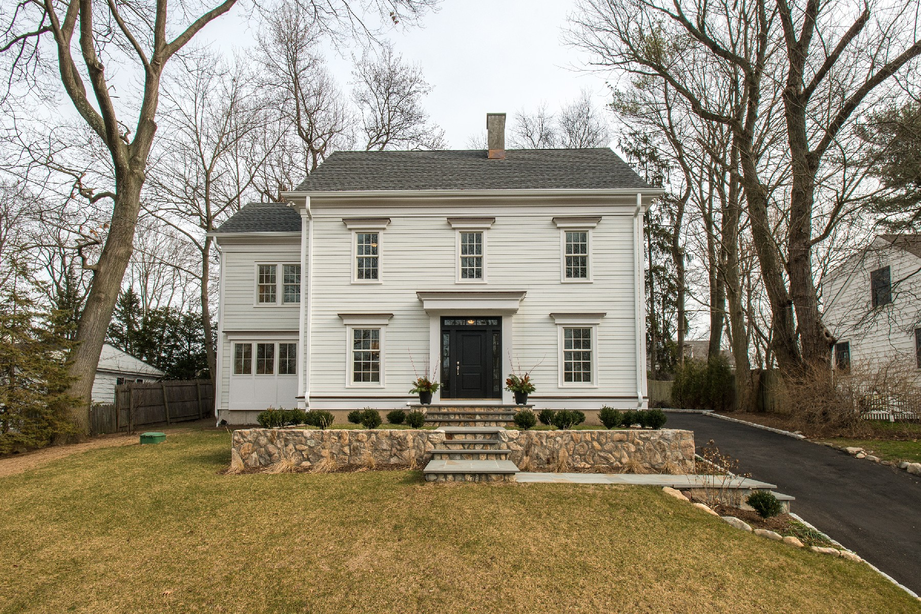 Single Family Home for Sale at Thoughtfully Detailed Space 34 Walmsley Road Darien, Connecticut, 06820 United States