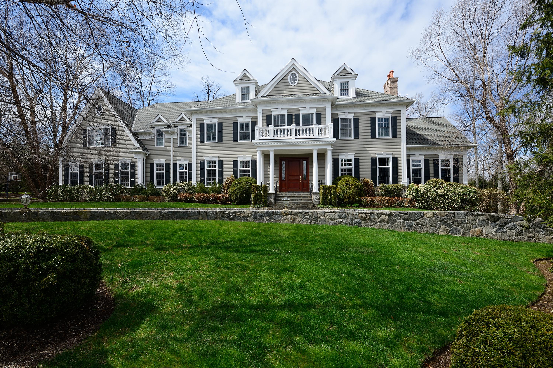 Casa para uma família para Venda às Classic Colonial 5 Hickory Pine Court Purchase, Nova York 10577 Estados Unidos