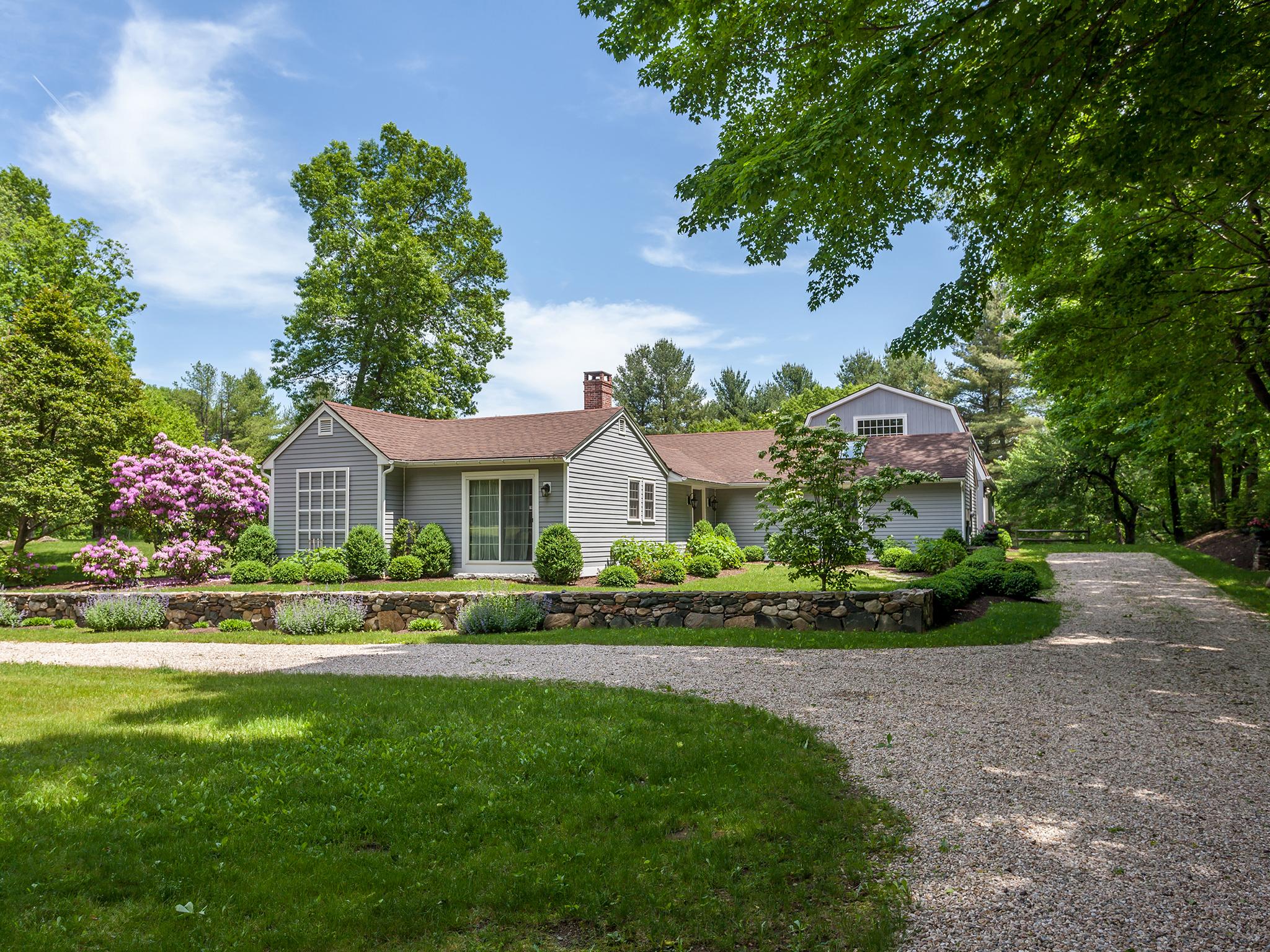 独户住宅 为 销售 在 Prime Washington Location 132 Shearer Rd 华盛顿, 康涅狄格州, 06793 美国