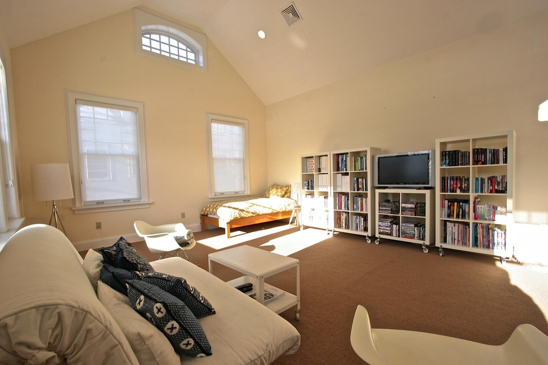 Tek Ailelik Ev için Satış at Your Perfect In-Town Lenox Condo 81 Walker St Lenox, Massachusetts, 01240 Amerika Birleşik Devletleri