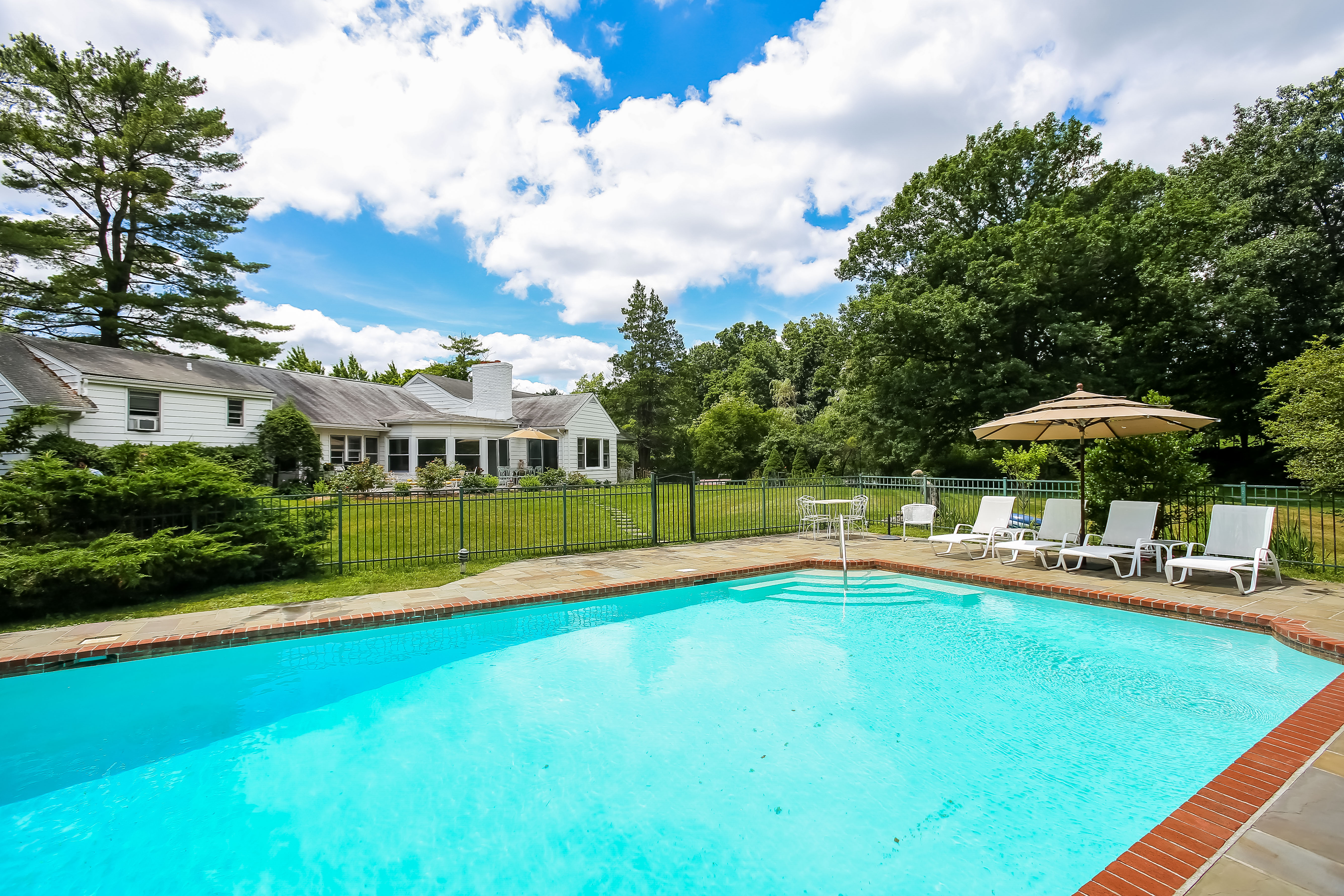 Single Family Home for Sale at 8 Meadow Lane Purchase, New York, 10577 United States