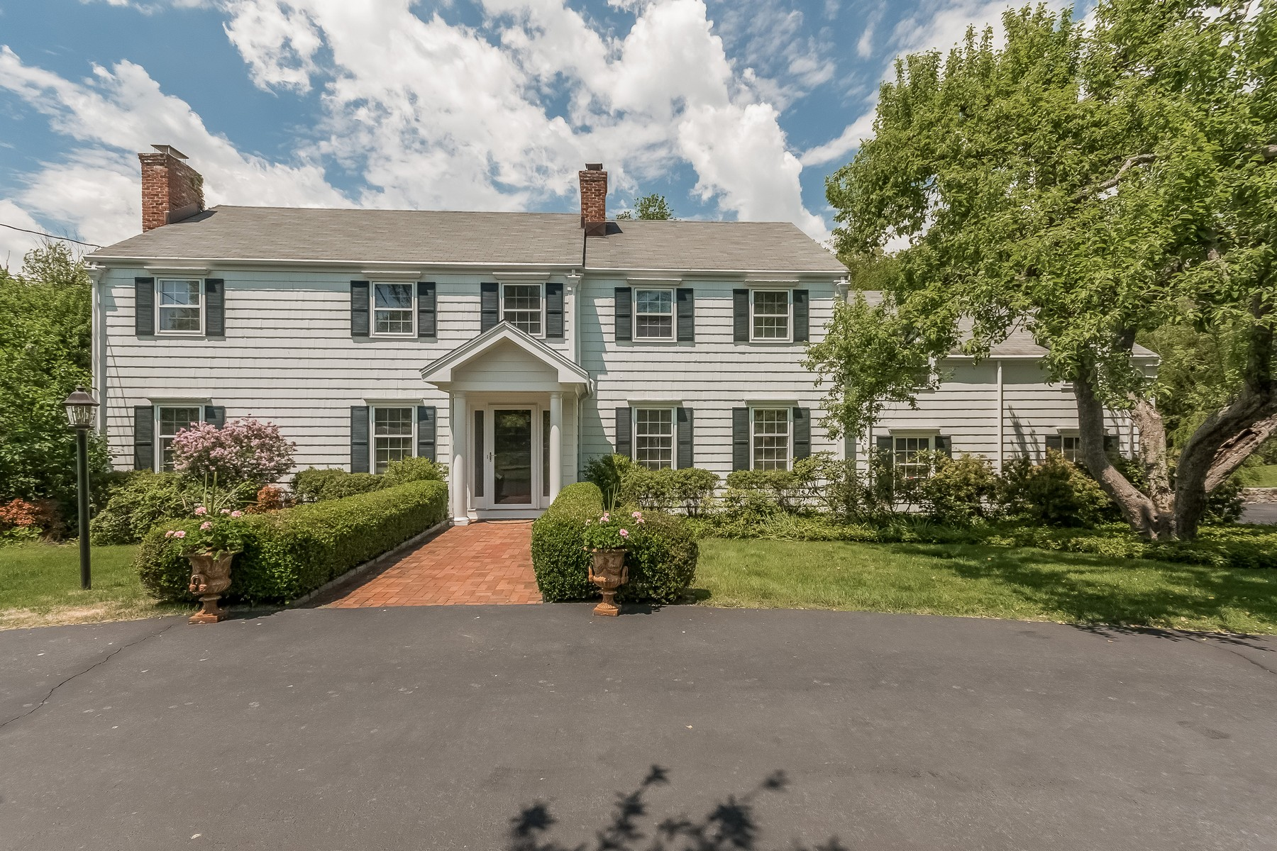 Single Family Home for Sale at ELEGANT COUNTRY ESTATE 38 Fallow Field Road Fairfield, Connecticut, 06824 United States